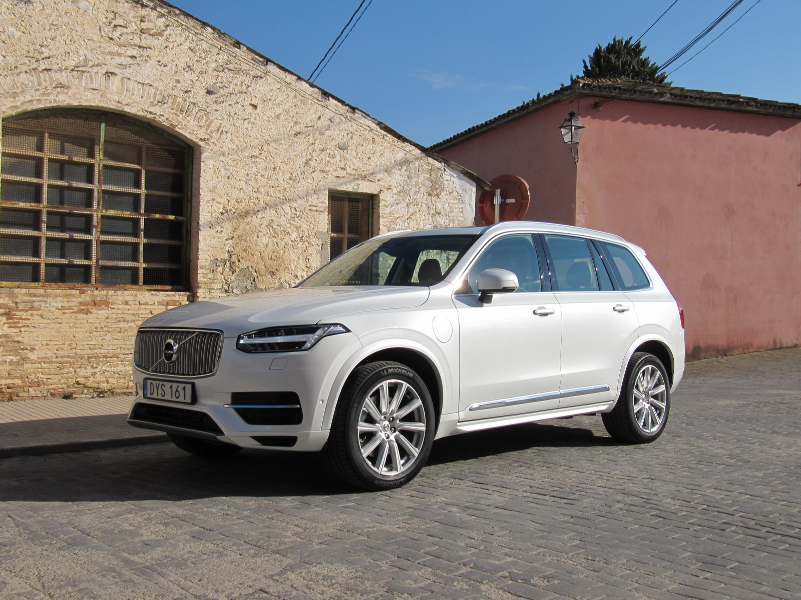volvo sets pricing on all new 2016 xc90 suv. Black Bedroom Furniture Sets. Home Design Ideas