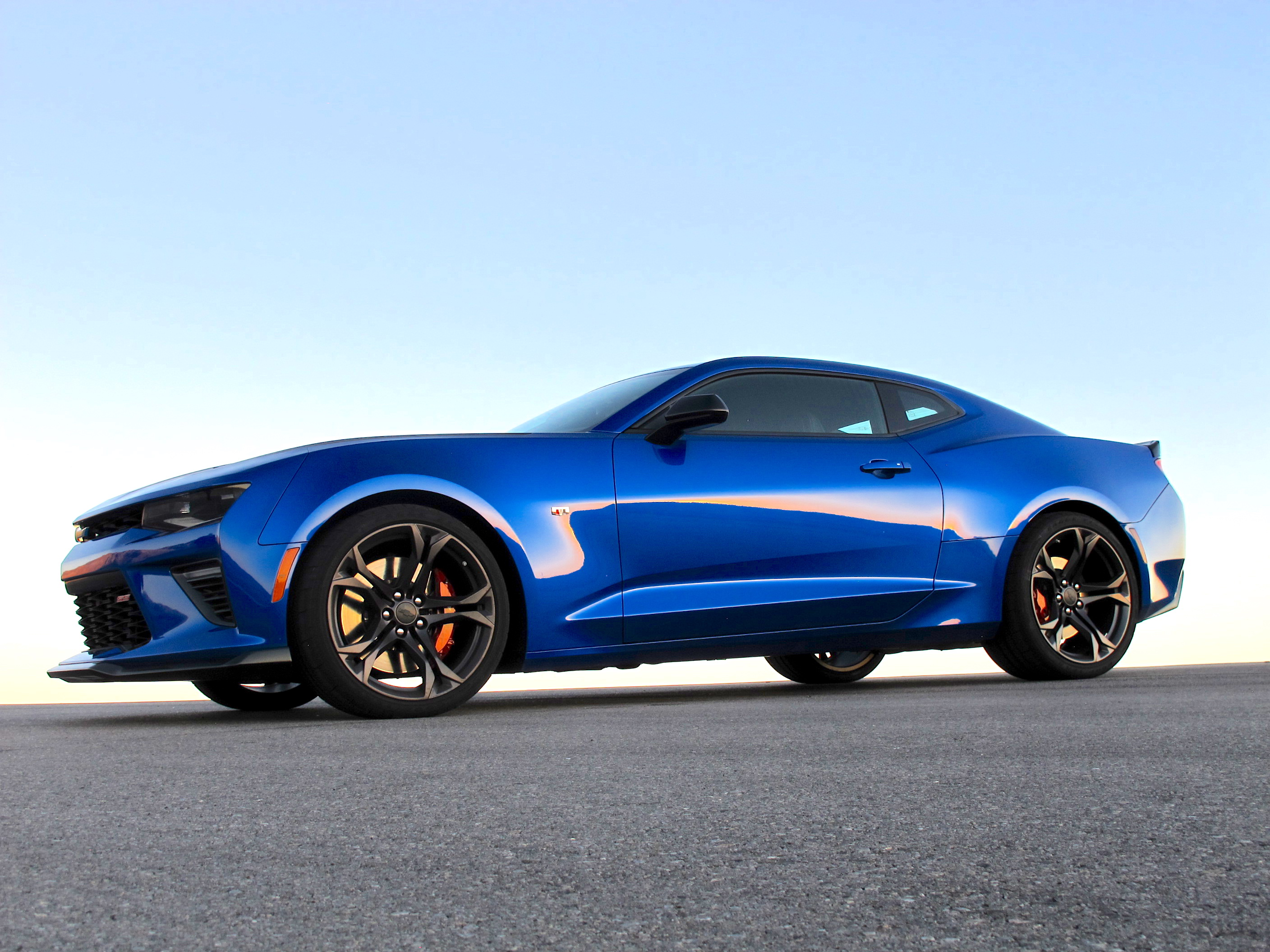2017 chevrolet camaro 1le first drive review more than a track package. Black Bedroom Furniture Sets. Home Design Ideas