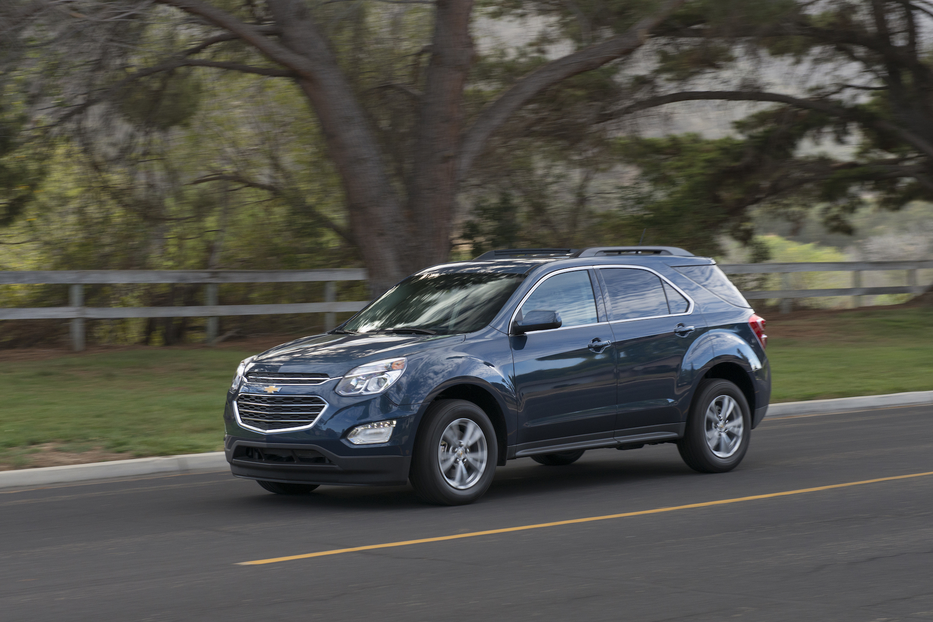 2017 chevrolet equinox chevy features review the car connection. Black Bedroom Furniture Sets. Home Design Ideas