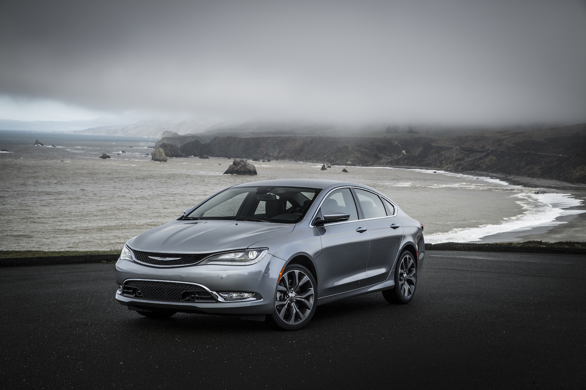 2017 chrysler 200 styling review the car connection. Black Bedroom Furniture Sets. Home Design Ideas