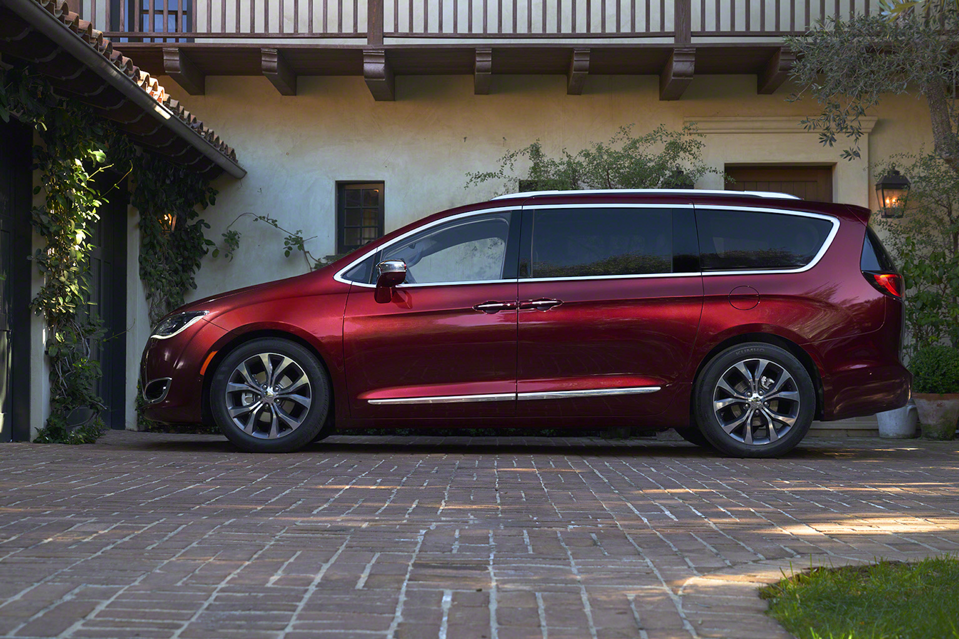 2017 chrysler pacifica gas mileage the car connection. Black Bedroom Furniture Sets. Home Design Ideas