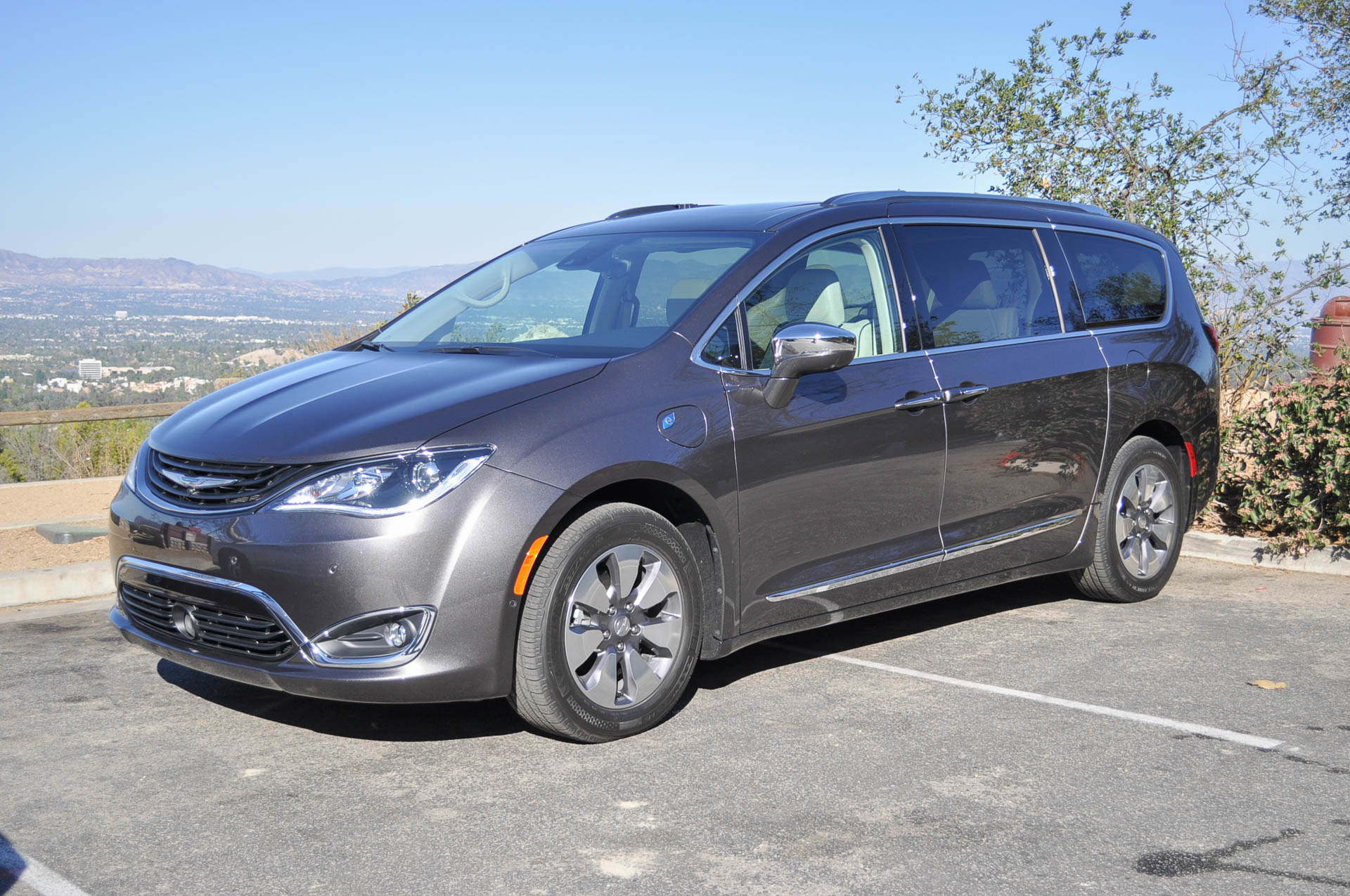 2017 Chrysler Pacifica Hybrid First Drive Of Plug In
