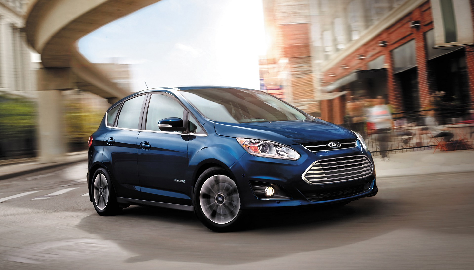 Ford Grand C Max >> 2017 Ford C-Max vs. 2017 Toyota Prius: Compare Cars