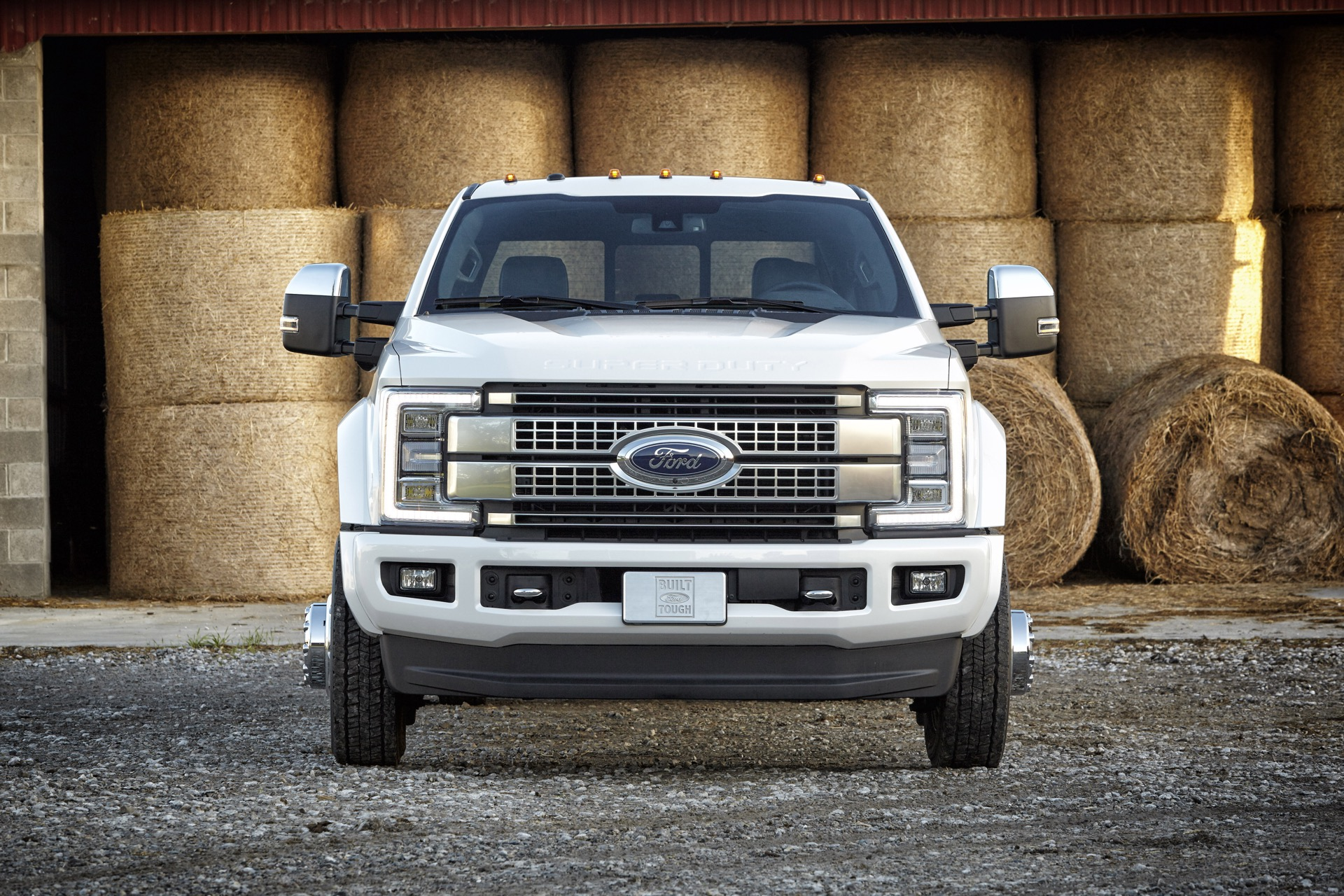 2017 Ford Super Duty Trucks Go Aluminum But Keep Big V-8, V-10 Engines