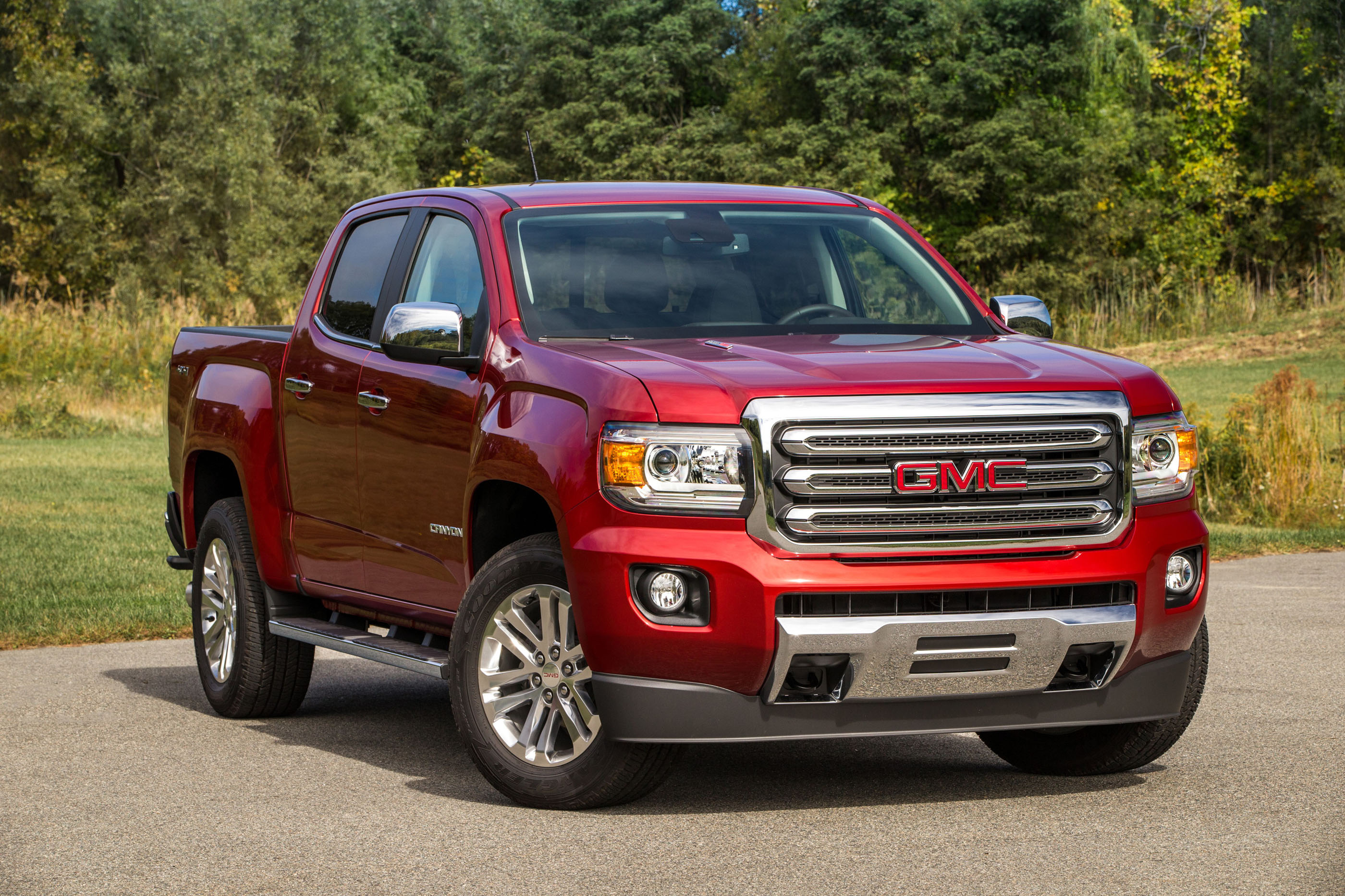 2017 gmc canyon safety review and crash test ratings the for Gmc motor city colorado springs