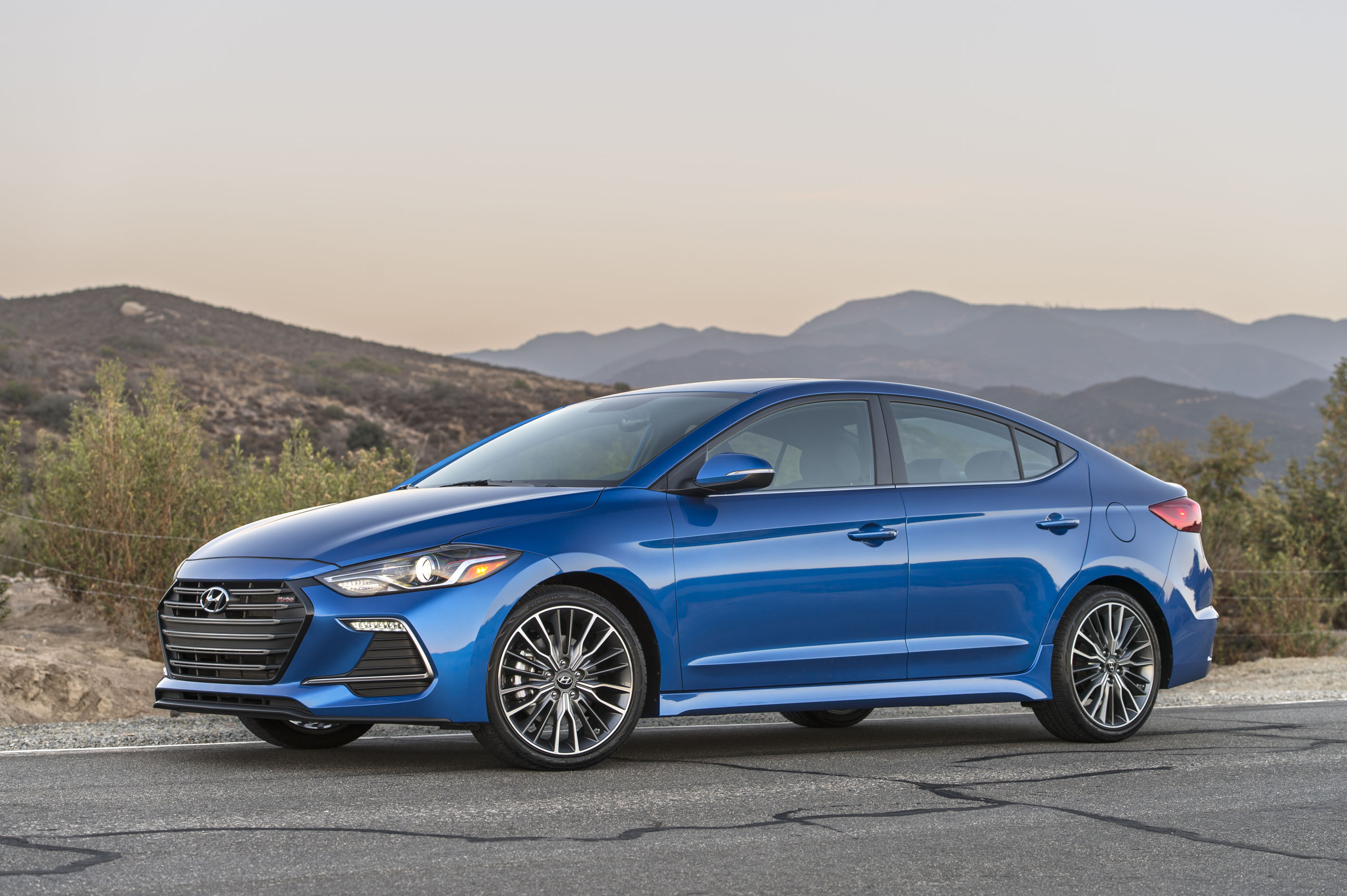 2017 hyundai elantra sport review 201hp turbo 6spd manual cars. Black Bedroom Furniture Sets. Home Design Ideas