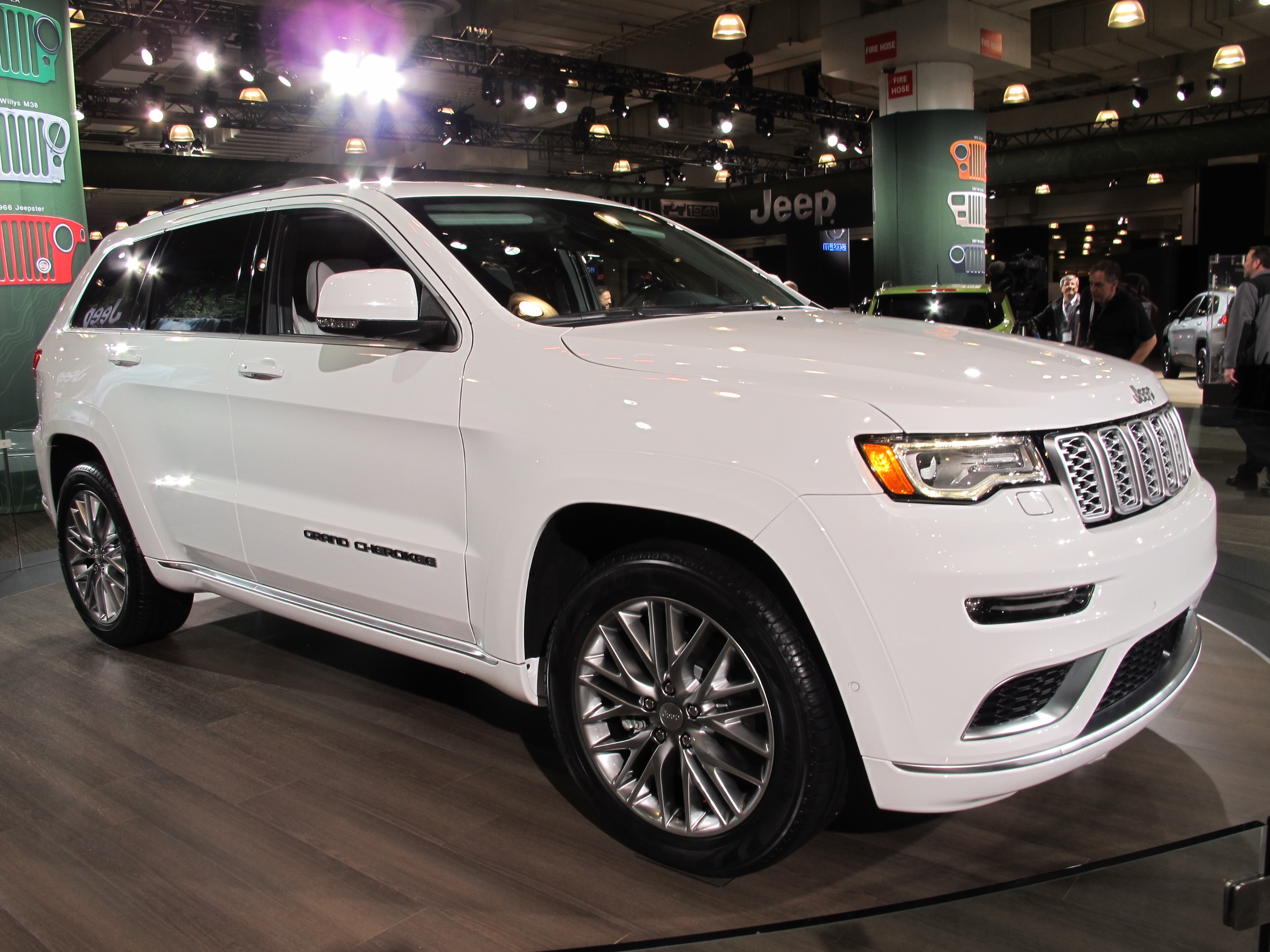 2017 jeep grand cherokee summit revealed live photos. Black Bedroom Furniture Sets. Home Design Ideas