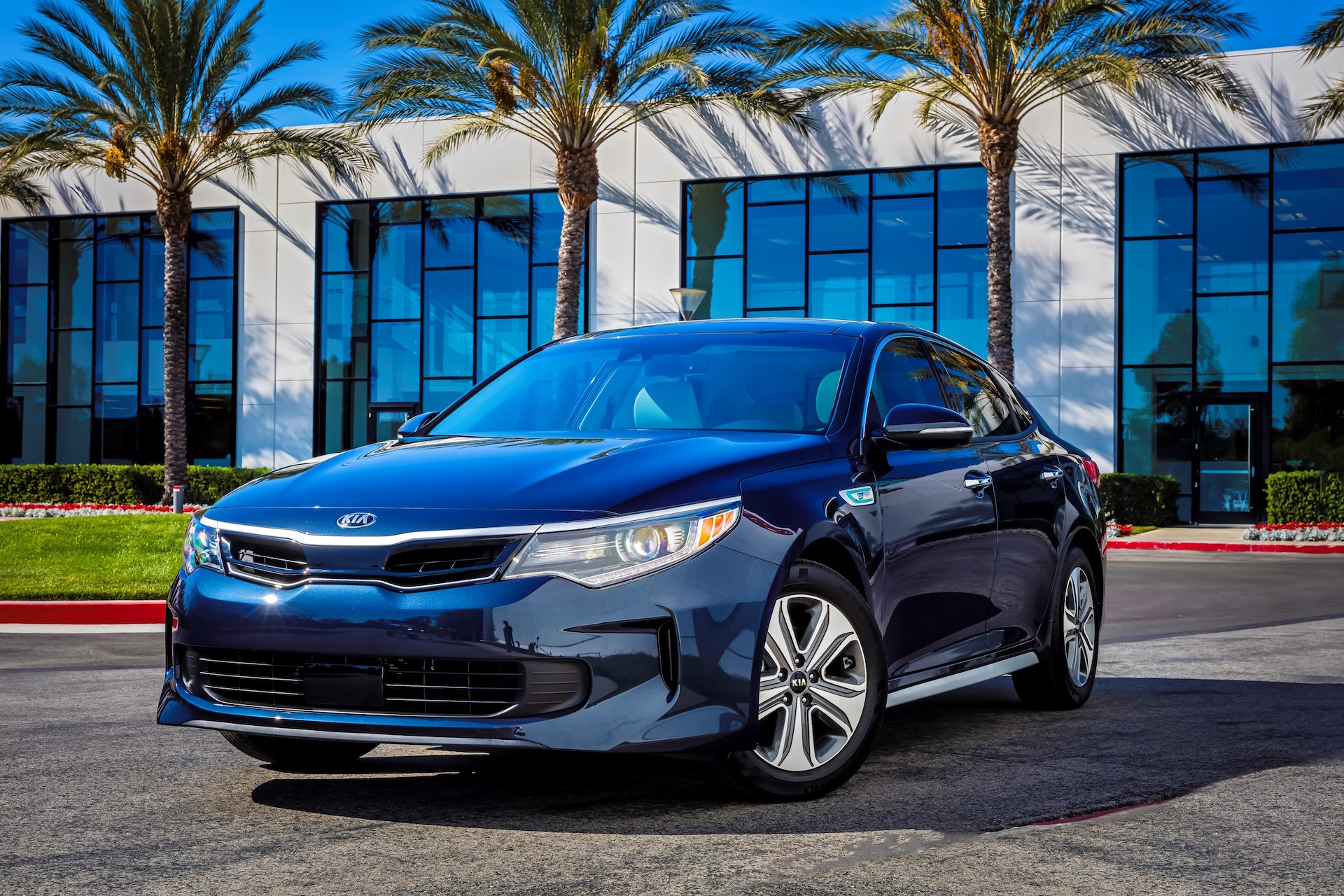 2017 kia optima hybrid priced from 26 845. Black Bedroom Furniture Sets. Home Design Ideas