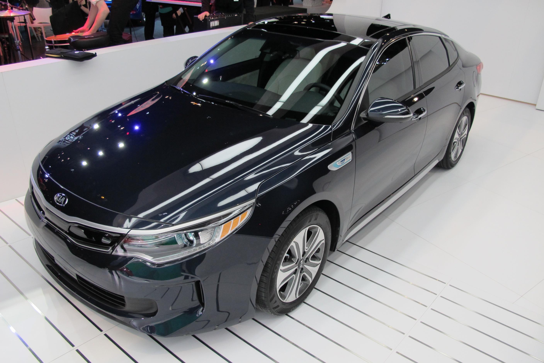 bolt ev pros and cons hybrid sedans model 3 video oil industry ignores electric cars the. Black Bedroom Furniture Sets. Home Design Ideas