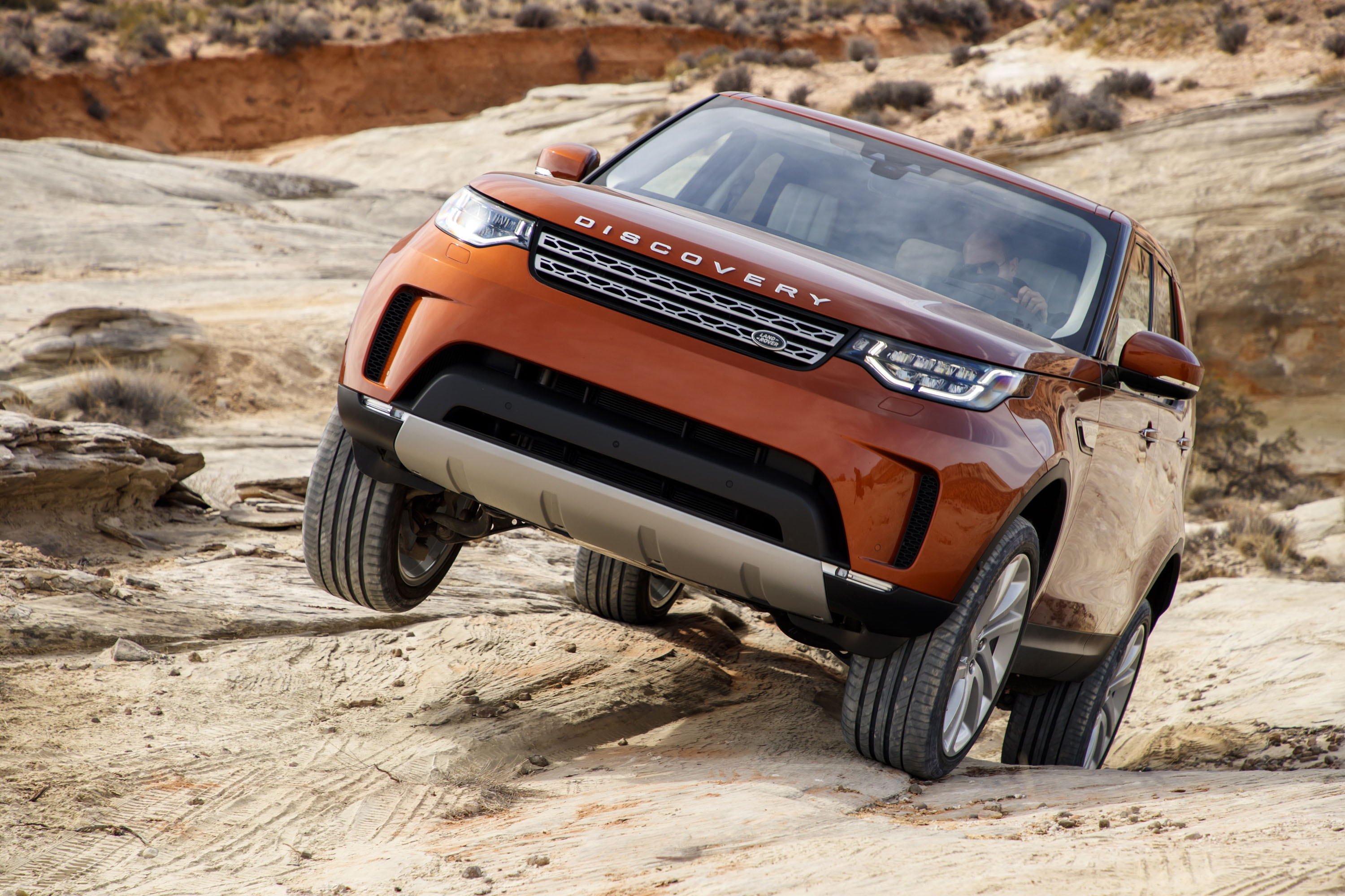 Landrover Discovery Sport Hybrid >> 2017 Land Rover Discovery first drive review