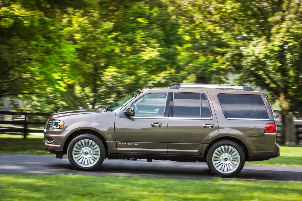 2017 Lincoln Navigator Safety Review And Crash Test