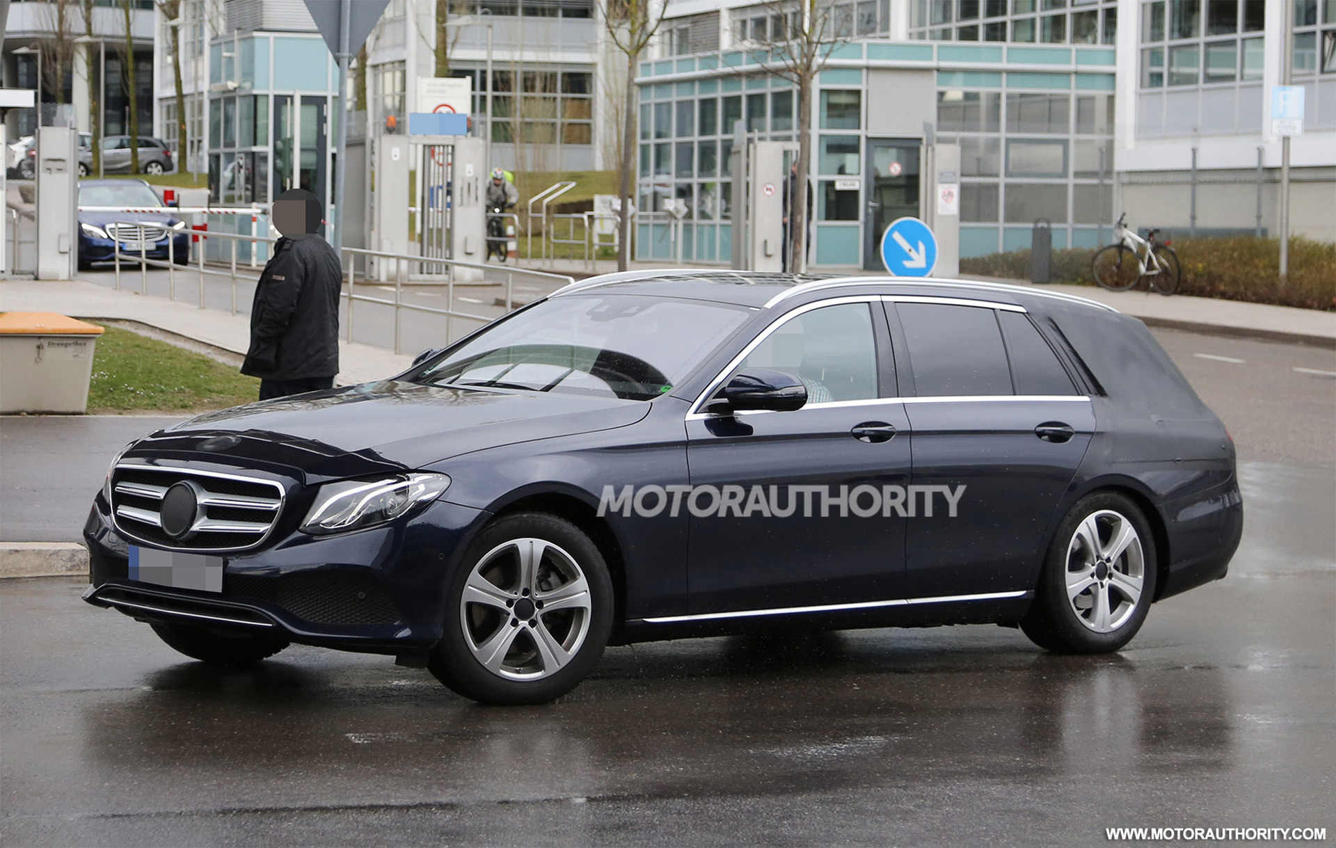 2017 mercedes benz e class wagon spy shots for Mercedes benz station wagon 2017