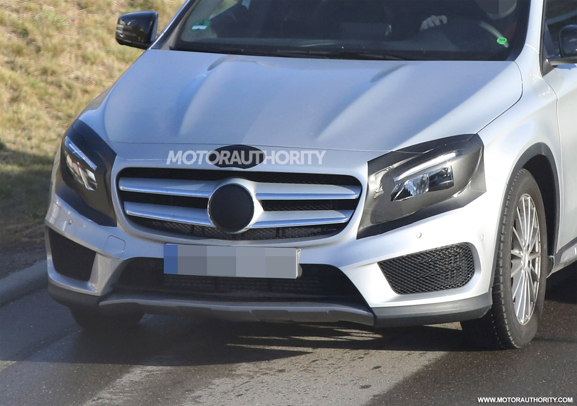2017 mercedes benz gla class facelift spy shots image via s baldauf ...
