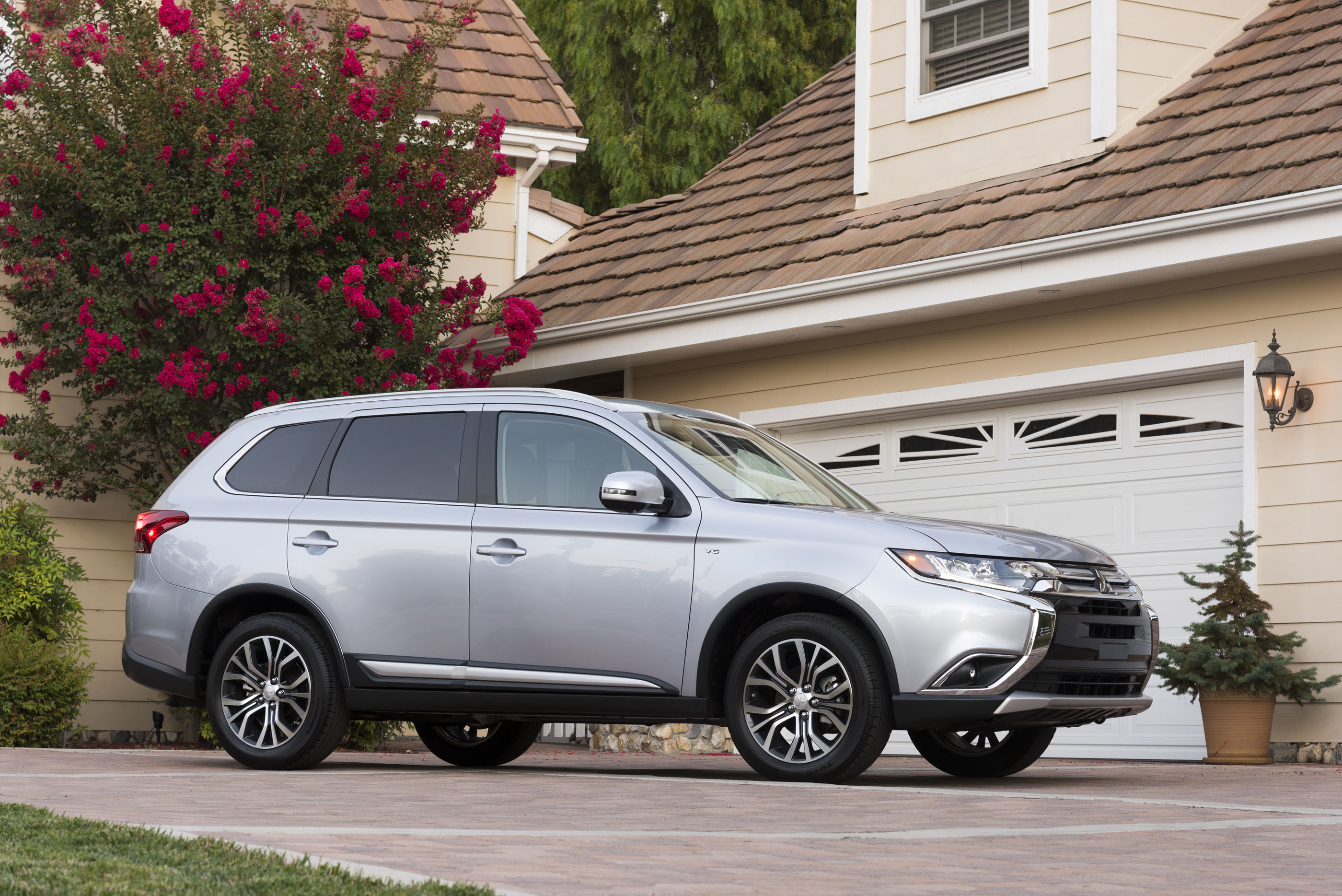 2017 Mitsubishi Outlander Quality Review - The Car Connection