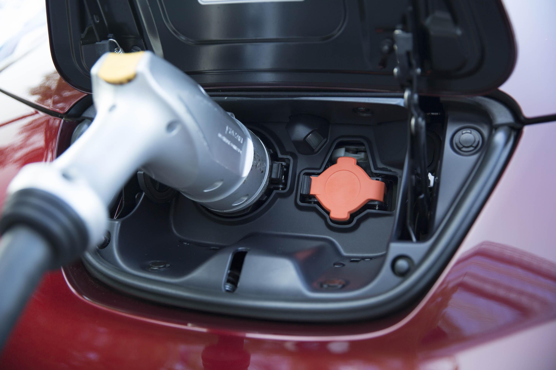 2018 Nissan Leaf rumors, electric car price guide, RIP Empulse