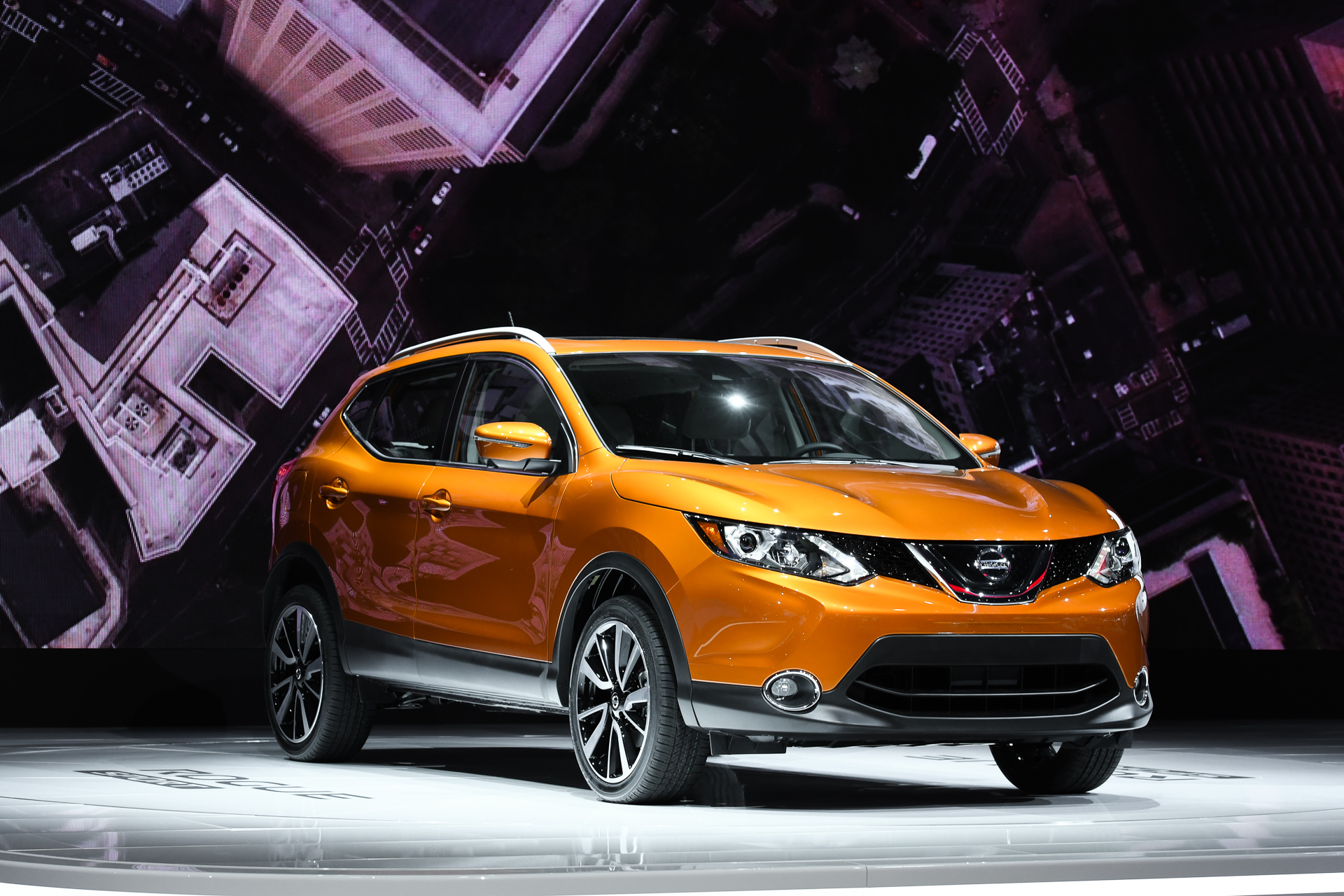 nissan rogue sport video preview. Black Bedroom Furniture Sets. Home Design Ideas