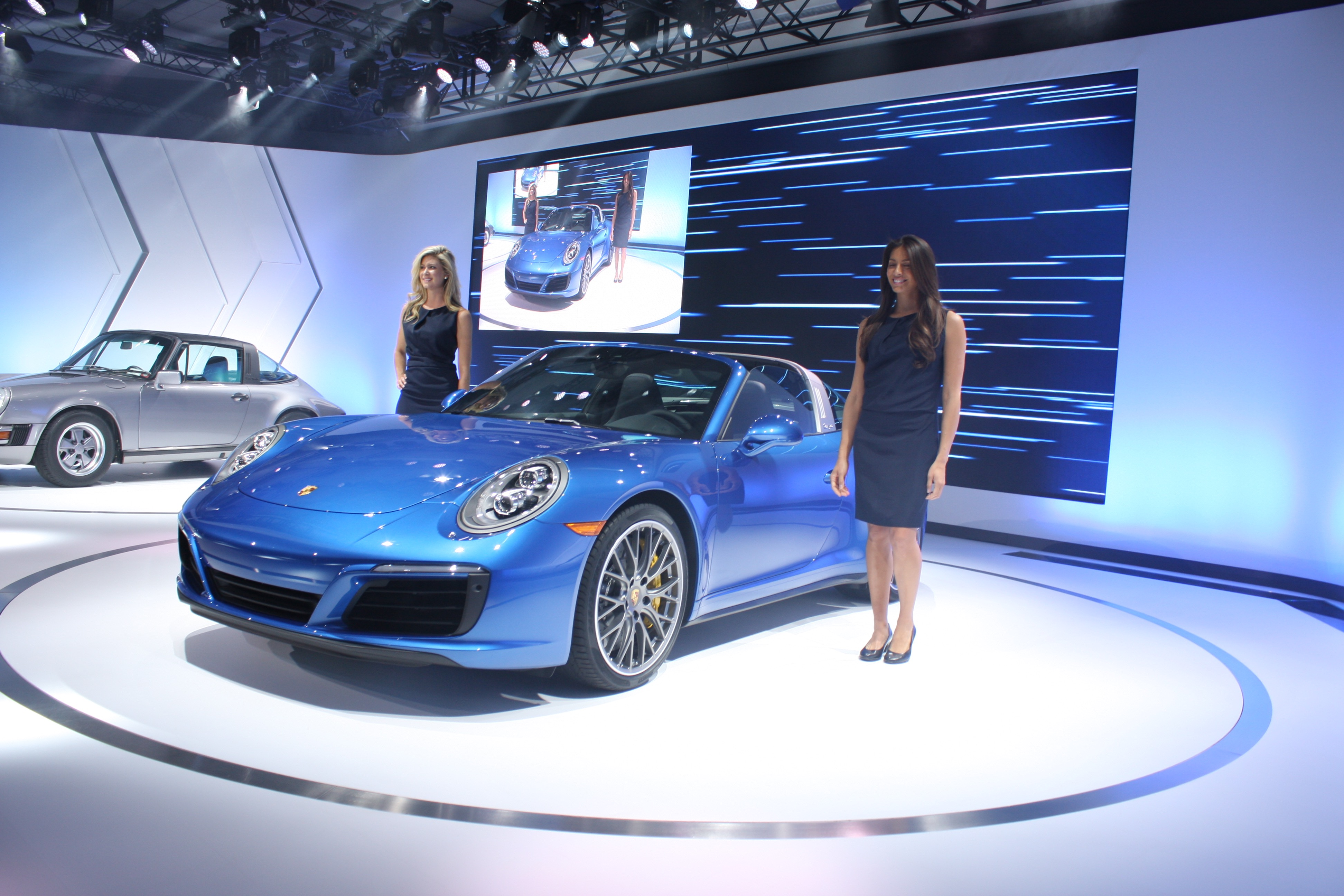 2017 Porsche 911 Targa Makes Los Angeles Auto Show Debut: Video