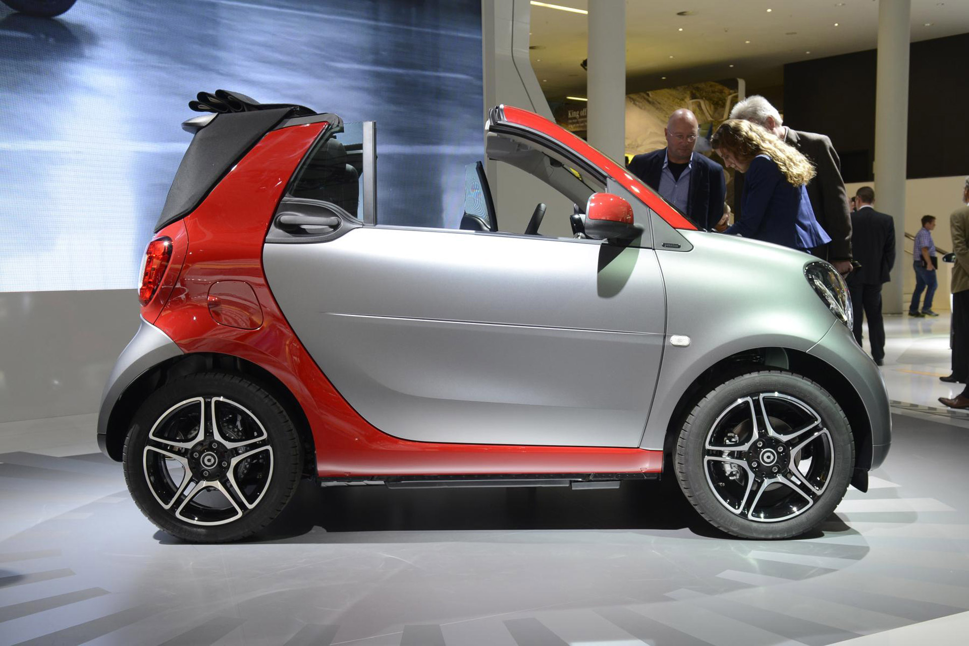 2017 smart fortwo cabrio debuts at 2015 frankfurt auto show. Black Bedroom Furniture Sets. Home Design Ideas