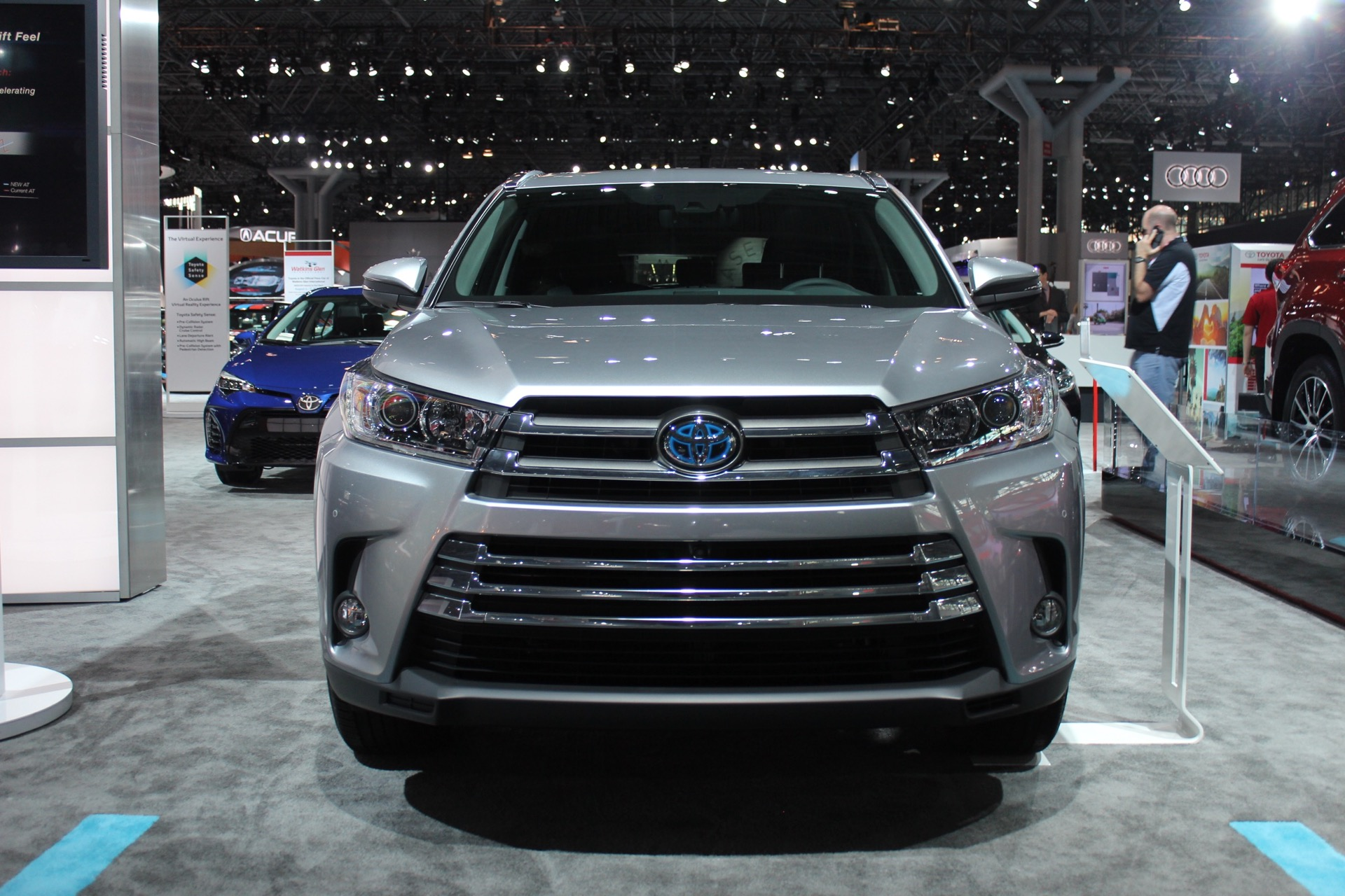 2017 toyota highlander gets revised look 8 speed auto. Black Bedroom Furniture Sets. Home Design Ideas