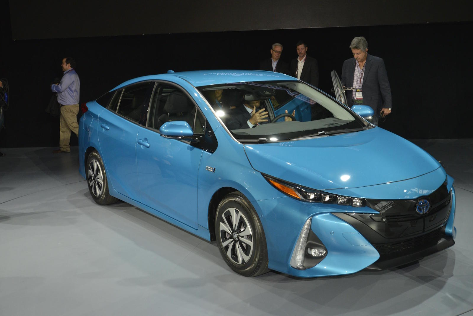 2017 toyota prius prime plug in hybrid 22 mile range styling updates live photos and video. Black Bedroom Furniture Sets. Home Design Ideas