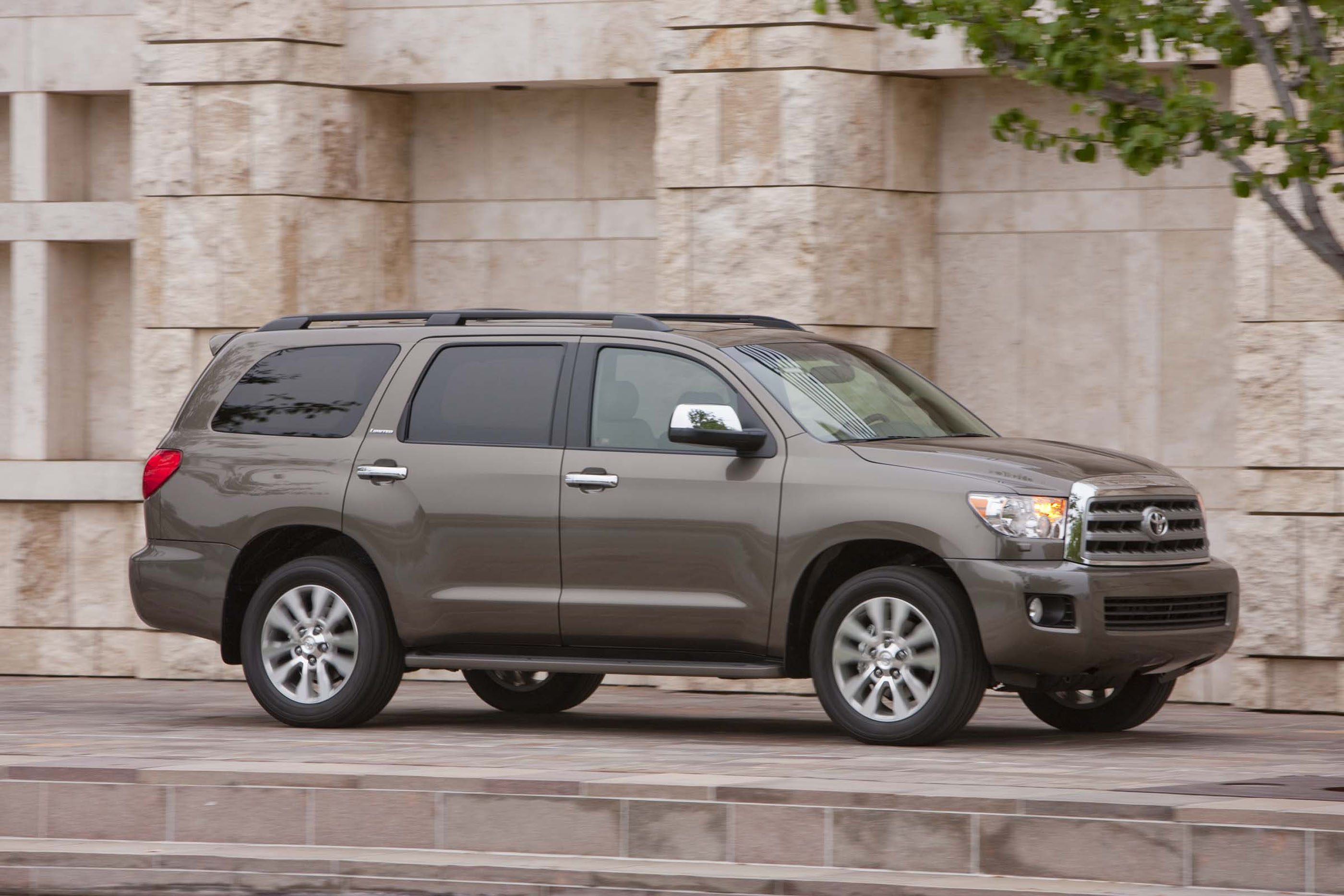 Toyota Kansas City >> 2017 Toyota Sequoia Safety Review and Crash Test Ratings - The Car Connection