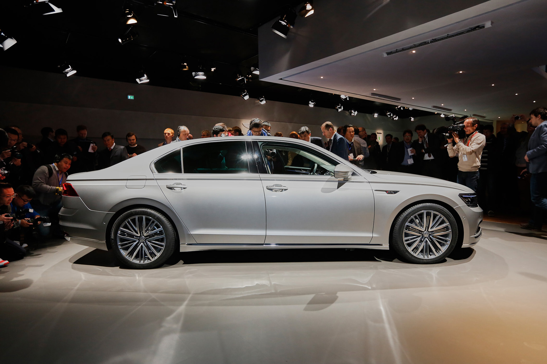 VW Phideon luxury sedan revealed, destined for China only