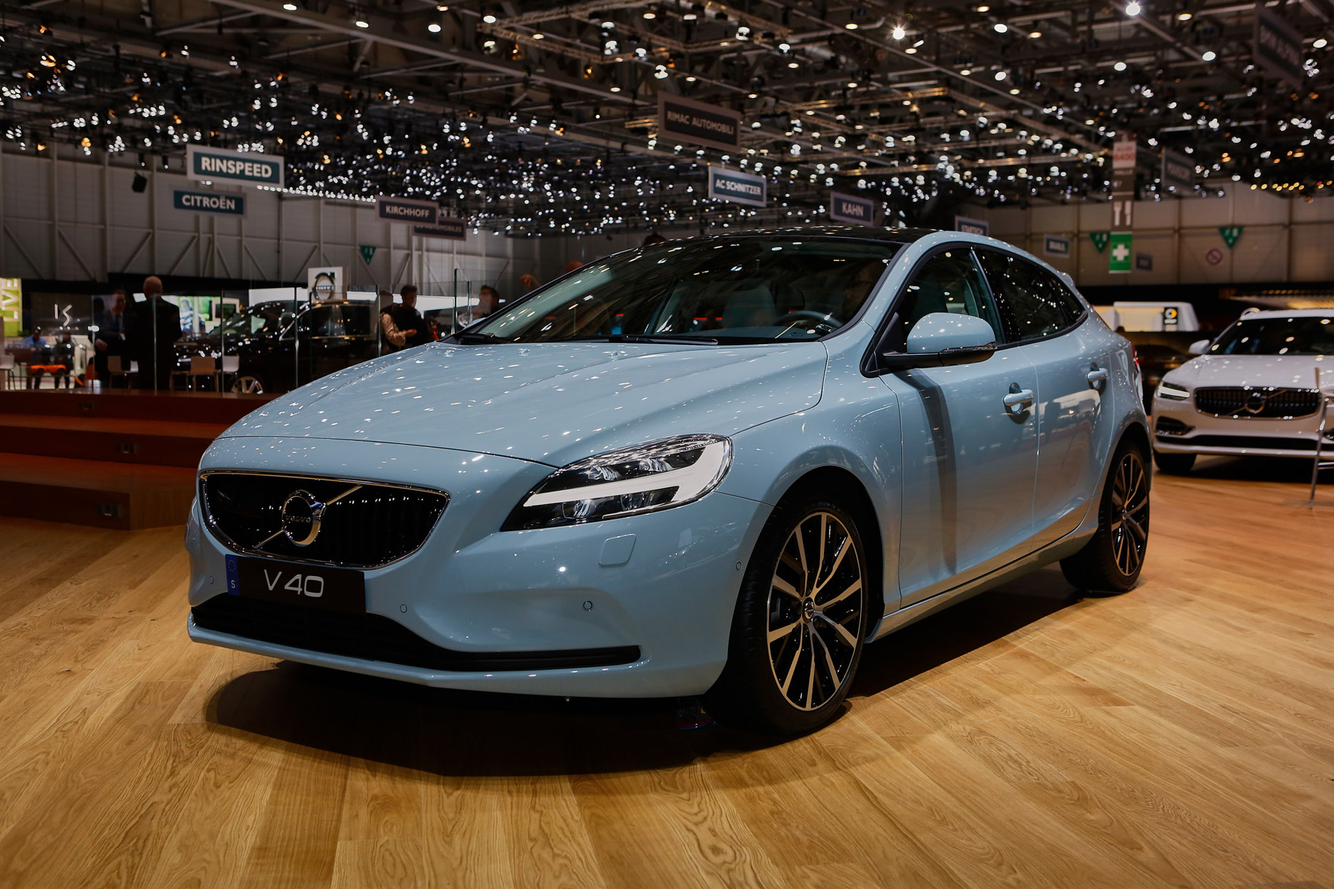volvo hybride v40 volvo v40 t5 rdesign review stylish swede will bring electric cars and hybrid. Black Bedroom Furniture Sets. Home Design Ideas