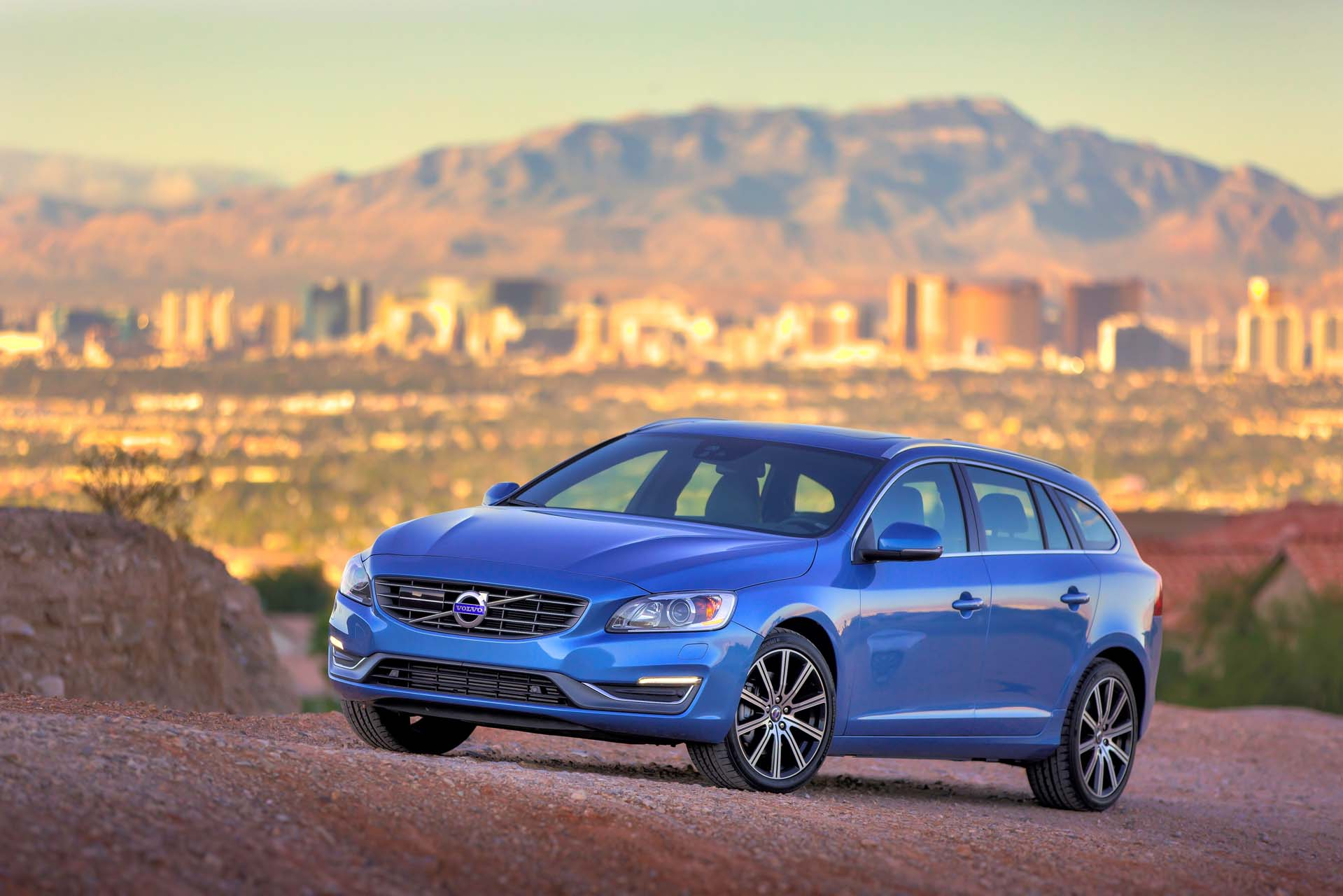 2017 volvo v60 review ratings specs prices and photos the car connection. Black Bedroom Furniture Sets. Home Design Ideas
