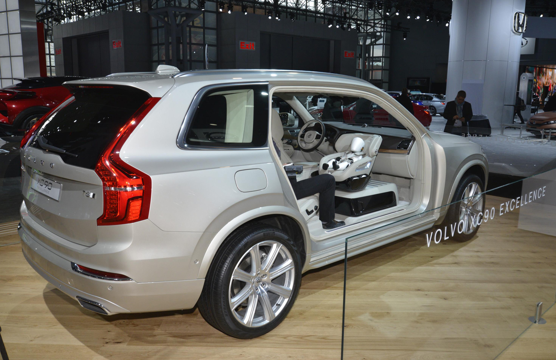 volvo 39 s ultra luxurious xc90 excellence priced from 105 895. Black Bedroom Furniture Sets. Home Design Ideas