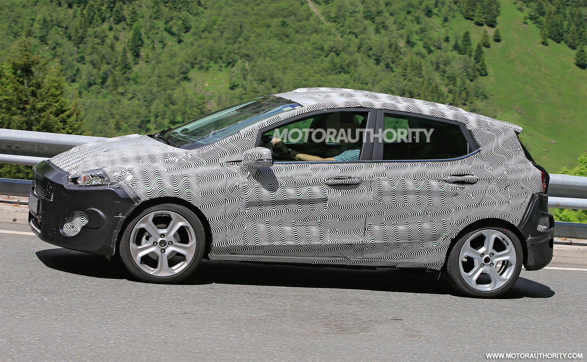 2017 - [Ford] Fiesta MkVII  - Page 3 2018-ford-fiesta-spy-shots--image-via-s-baldauf-sb-median_100555629_h