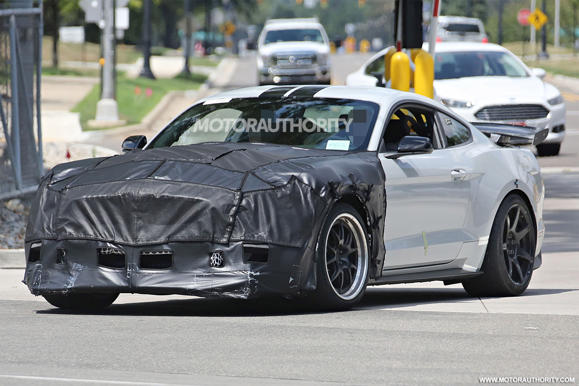 Ford Mustang Concept 2017 >> 2018 Ford Mustang Shelby GT500 spy shots and video