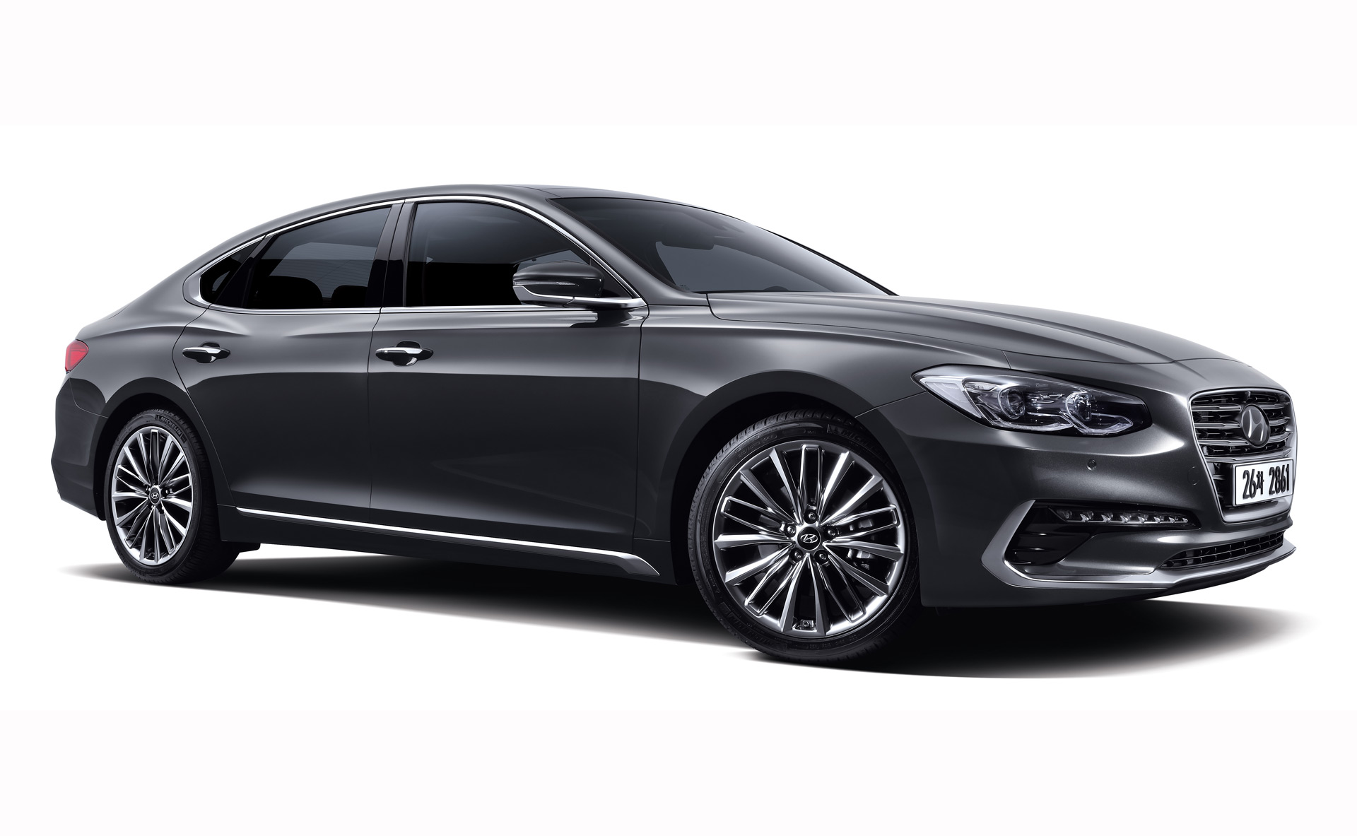 2018 hyundai azera revealed with handsome new look. Black Bedroom Furniture Sets. Home Design Ideas