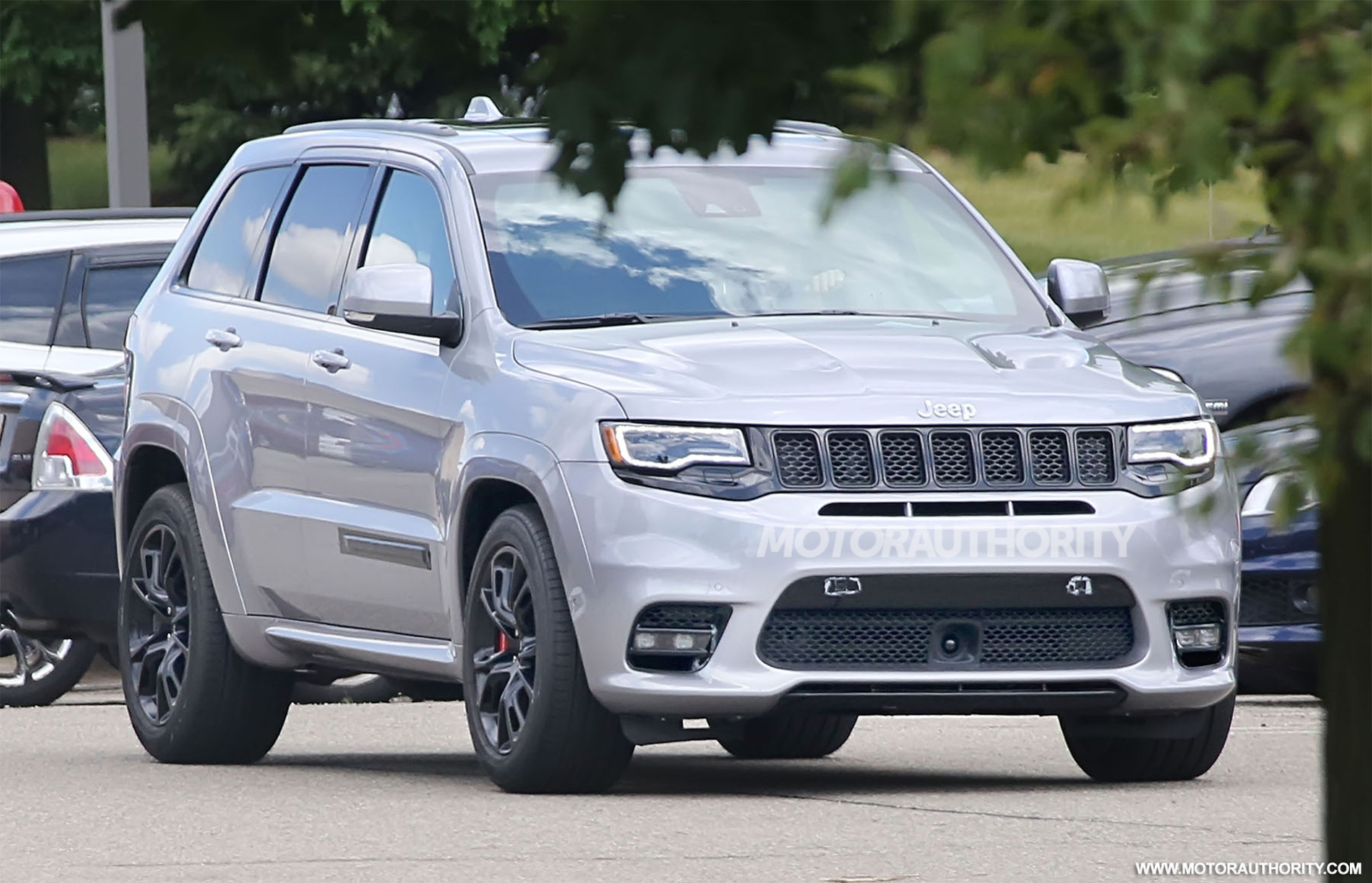2018 jeep grand cherokee trackhawk spy shots. Black Bedroom Furniture Sets. Home Design Ideas