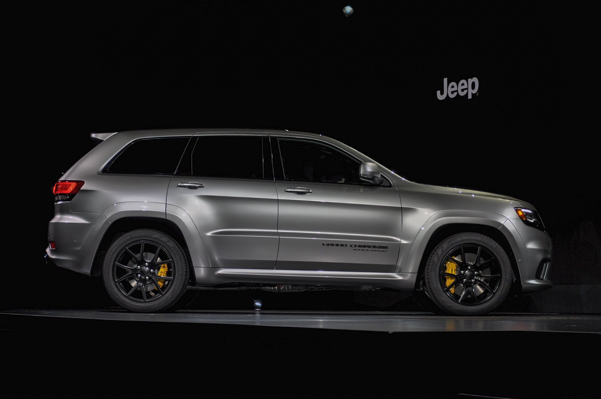 jeep grand cherokee trackhawk video preview autozaurus. Black Bedroom Furniture Sets. Home Design Ideas