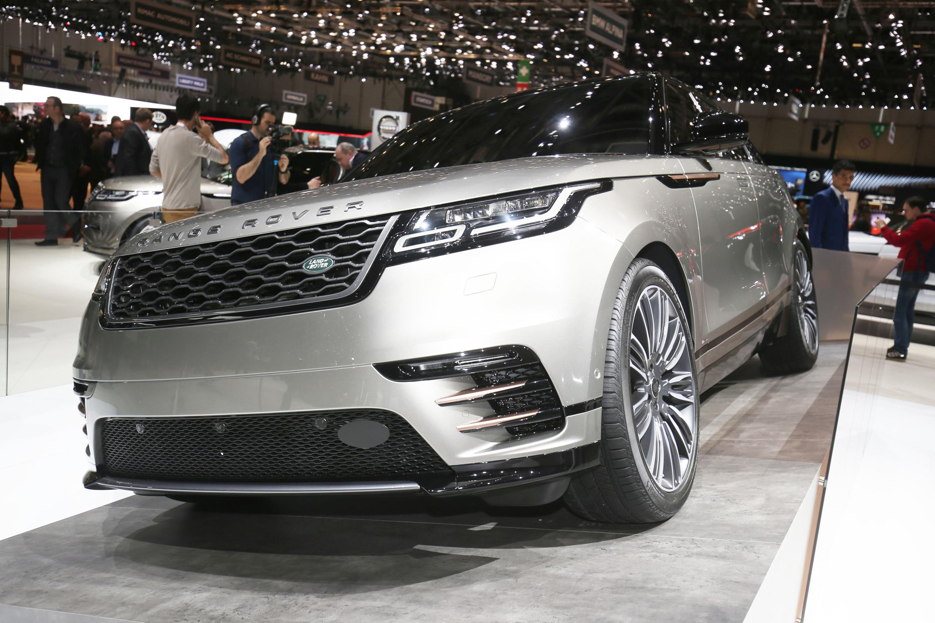 2018 land rover range rover velar revealed priced from 50 895. Black Bedroom Furniture Sets. Home Design Ideas