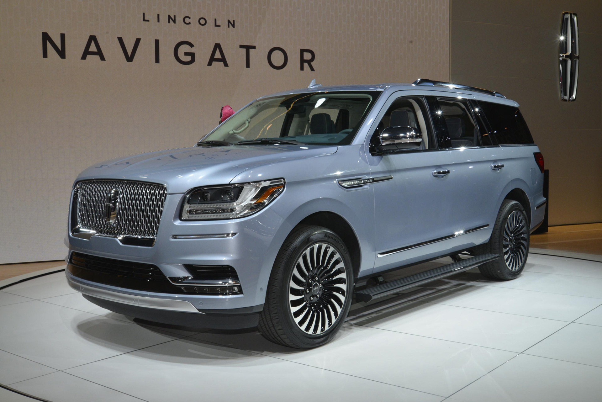 2018 lincoln navigator debuts at 2017 new york auto show. Black Bedroom Furniture Sets. Home Design Ideas