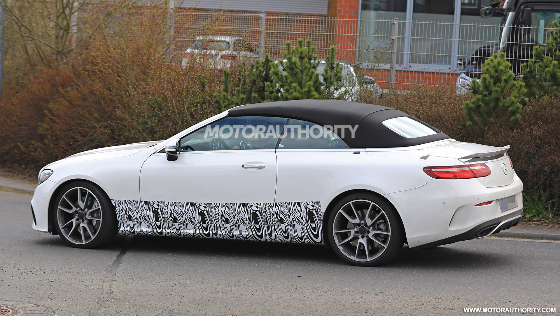 mercedes amg e43 cabriolet spy shots autozaurus. Black Bedroom Furniture Sets. Home Design Ideas