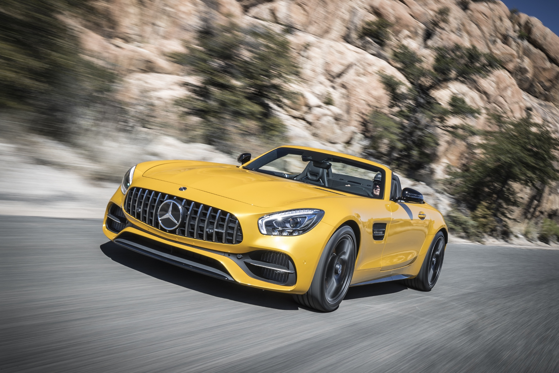 2018 mercedes amg gt c roadster first drive review a special sports car topless or not. Black Bedroom Furniture Sets. Home Design Ideas