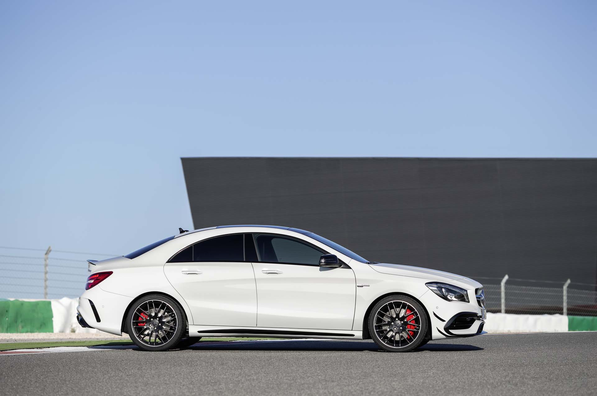 2018 mercedes benz cla class review ratings specs. Black Bedroom Furniture Sets. Home Design Ideas