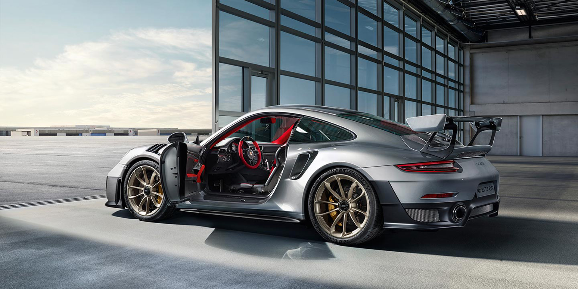is the 2018 porsche 911 gt2 rs still a widowmaker. Black Bedroom Furniture Sets. Home Design Ideas