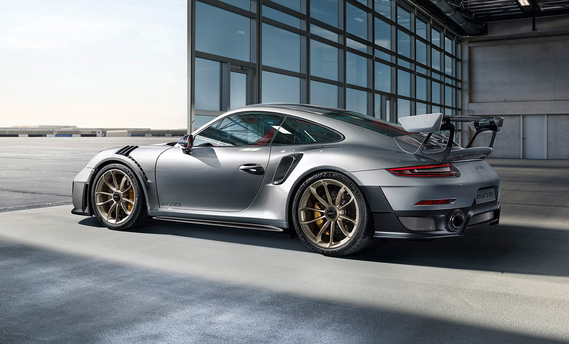 is the 2018 porsche 911 gt2 rs still a quotwidowmaker