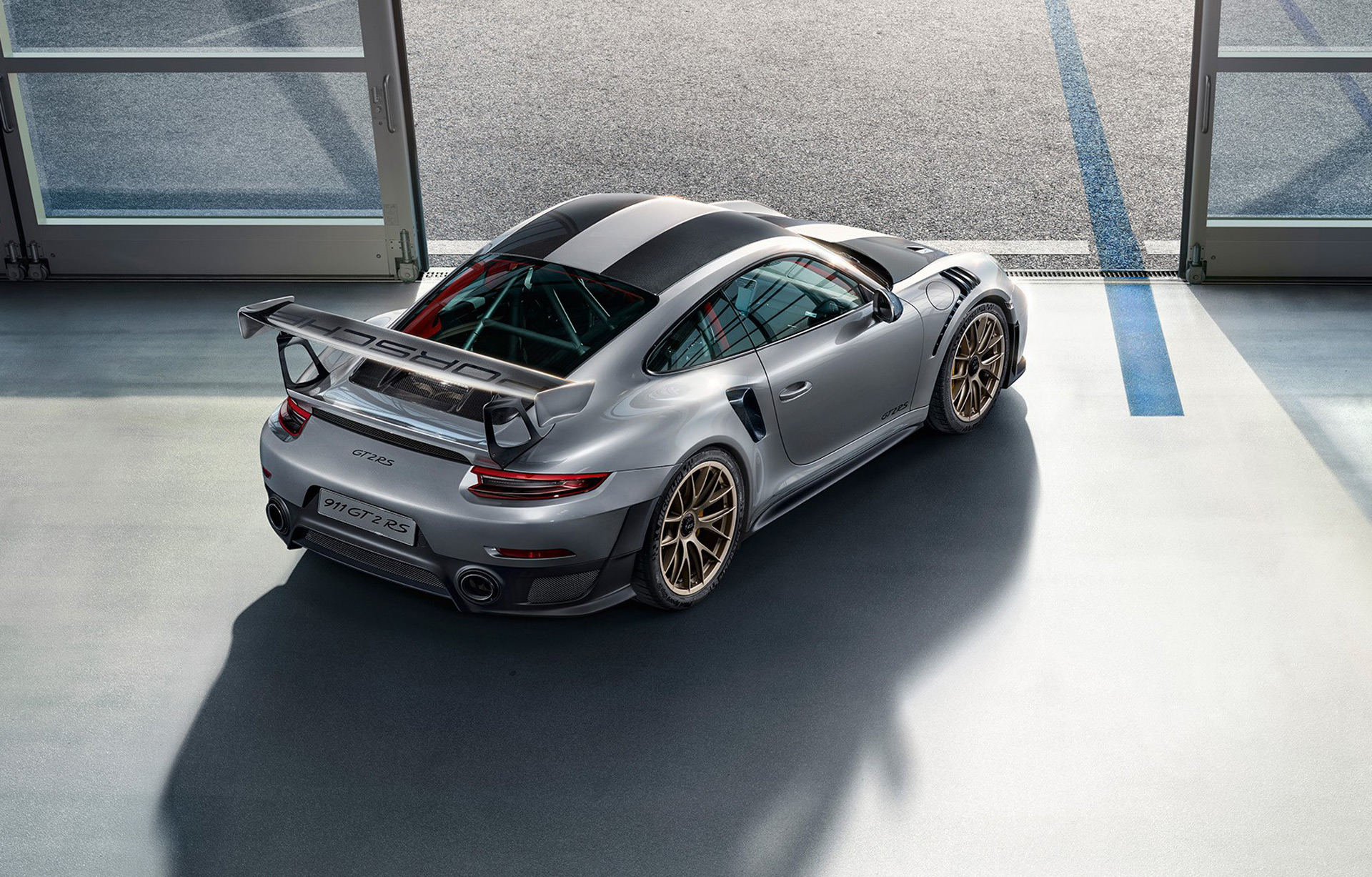 is the 2018 porsche 911 gt2 rs still a widowmaker autozaurus. Black Bedroom Furniture Sets. Home Design Ideas