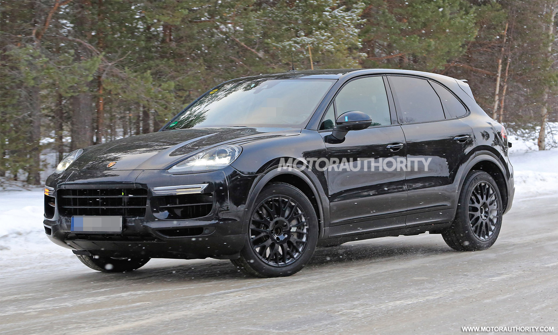 porsche cayenne spy shots and video autozaurus. Black Bedroom Furniture Sets. Home Design Ideas