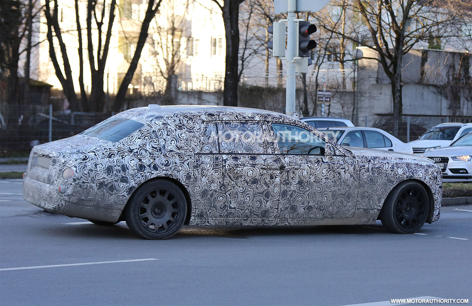 2018 rolls royce phantom coupe. fine royce following the launch of new phantom rollsroyce will focus on  aforementioned suv beyond these two vehicles we should start seeing prototypes for  and 2018 rolls royce phantom coupe 0