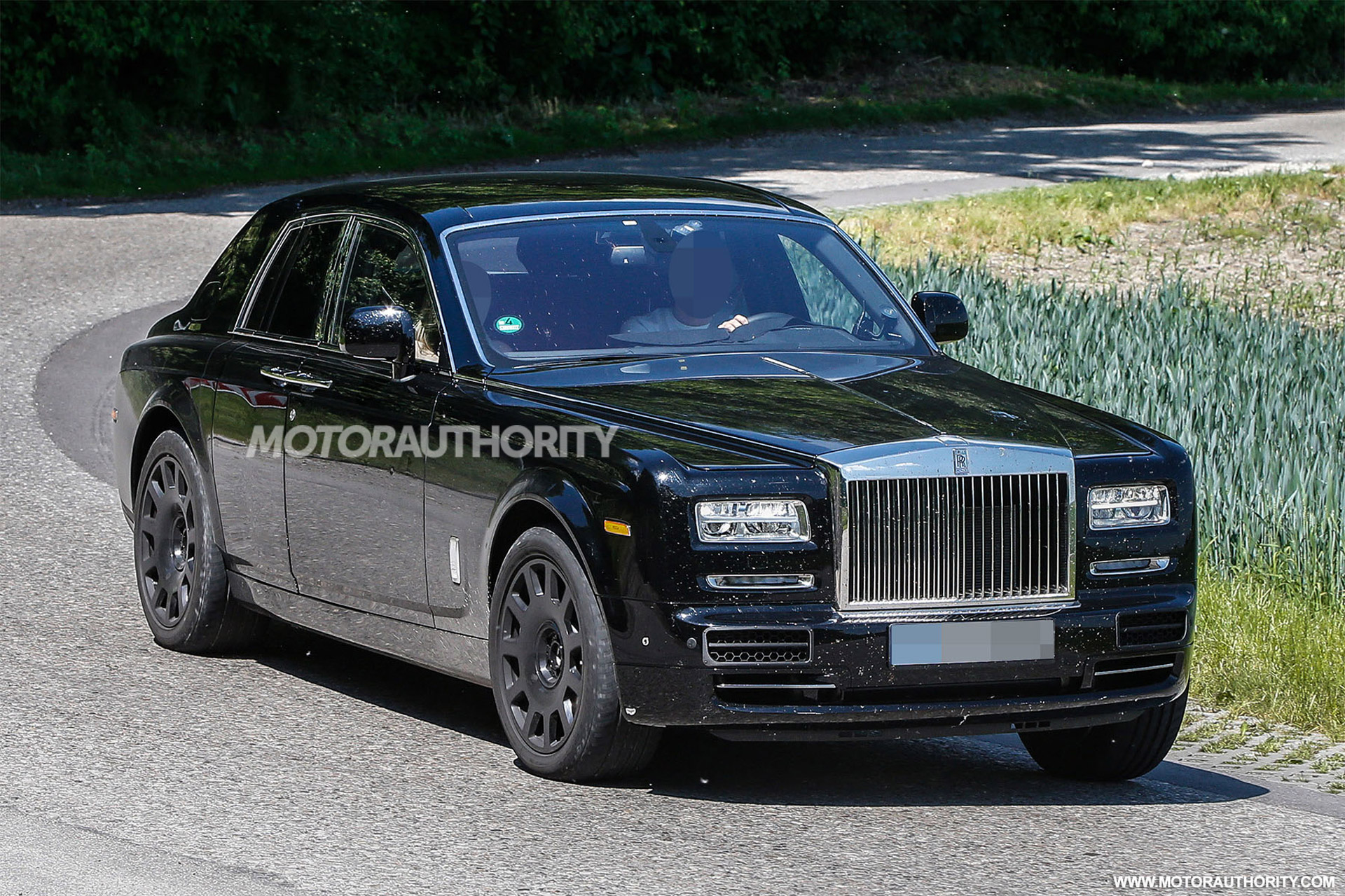 2018 rolls royce suv project cullinan spy shots. Black Bedroom Furniture Sets. Home Design Ideas