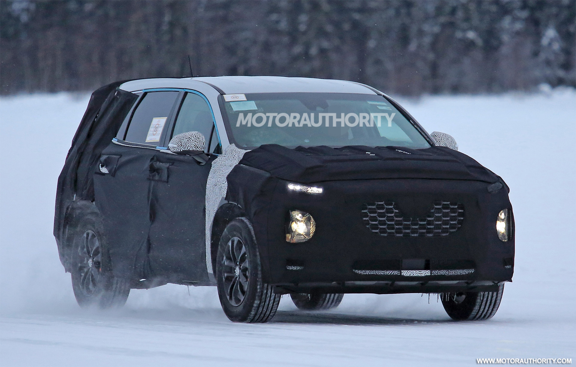 Hyundai Spy Shots >> 2019 Hyundai Santa Fe Spy Shots Autozaurus