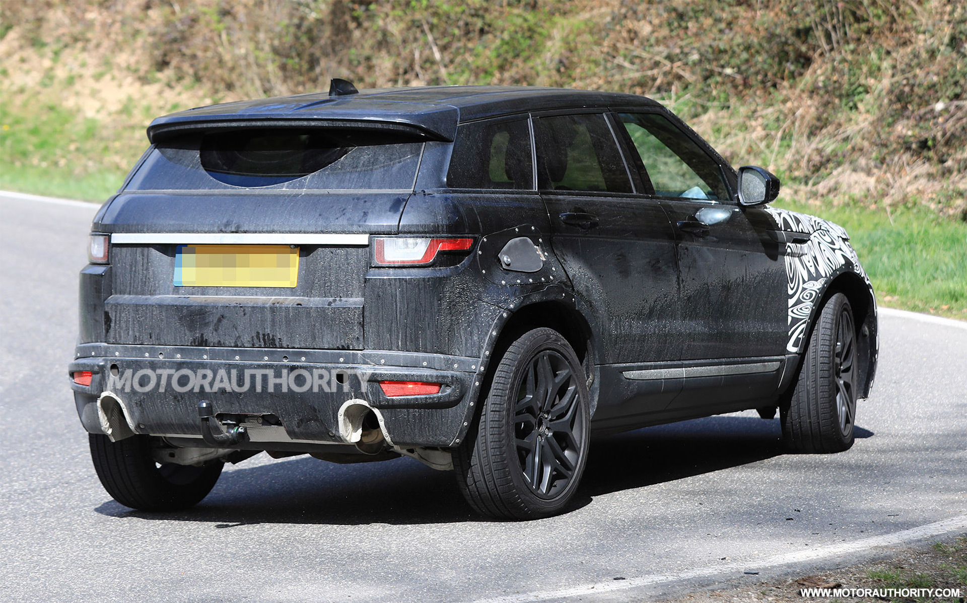 2020 land rover range rover evoque spy shots autozaurus. Black Bedroom Furniture Sets. Home Design Ideas