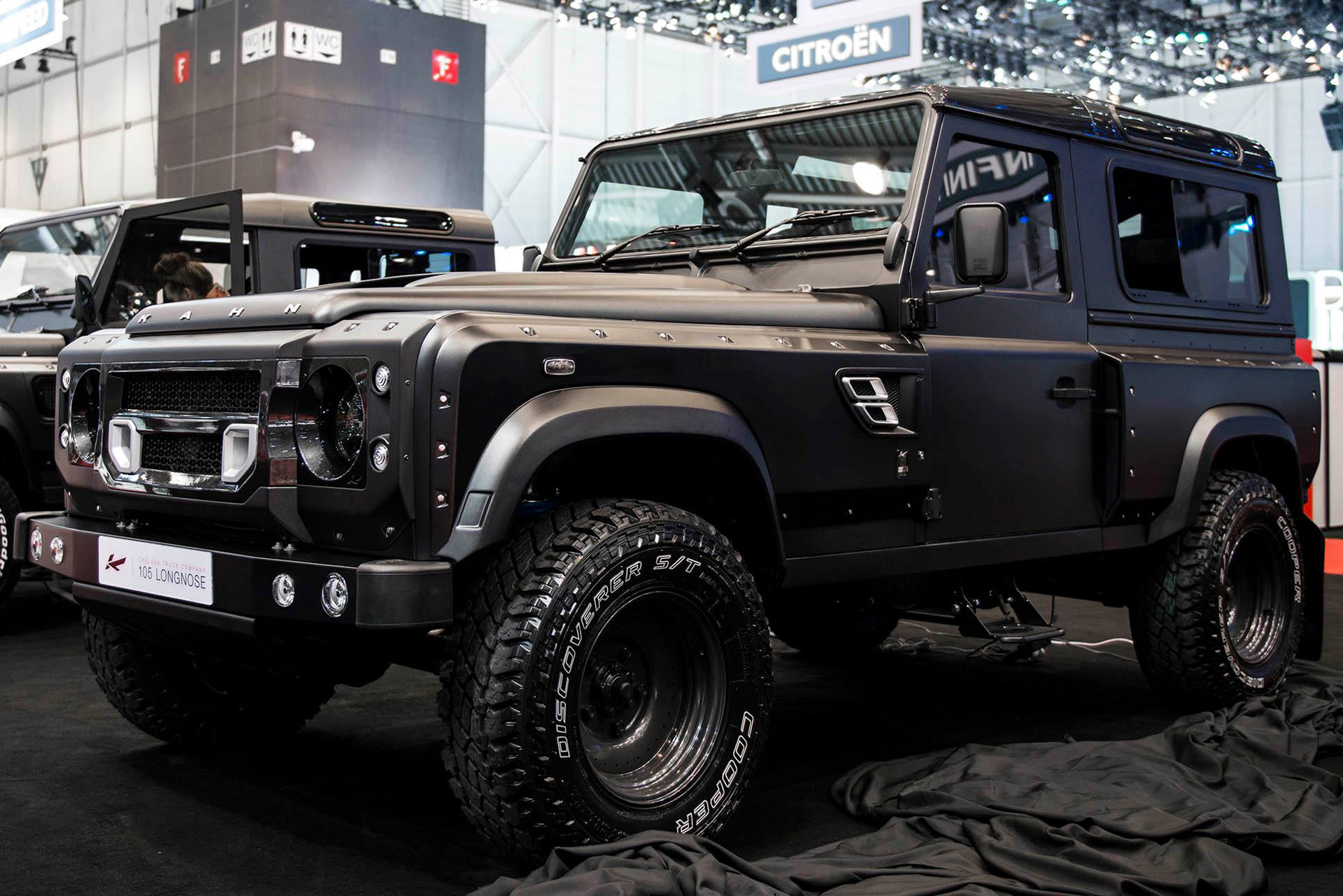 A Kahn Design Reveals Land Rover Defender Based Flying