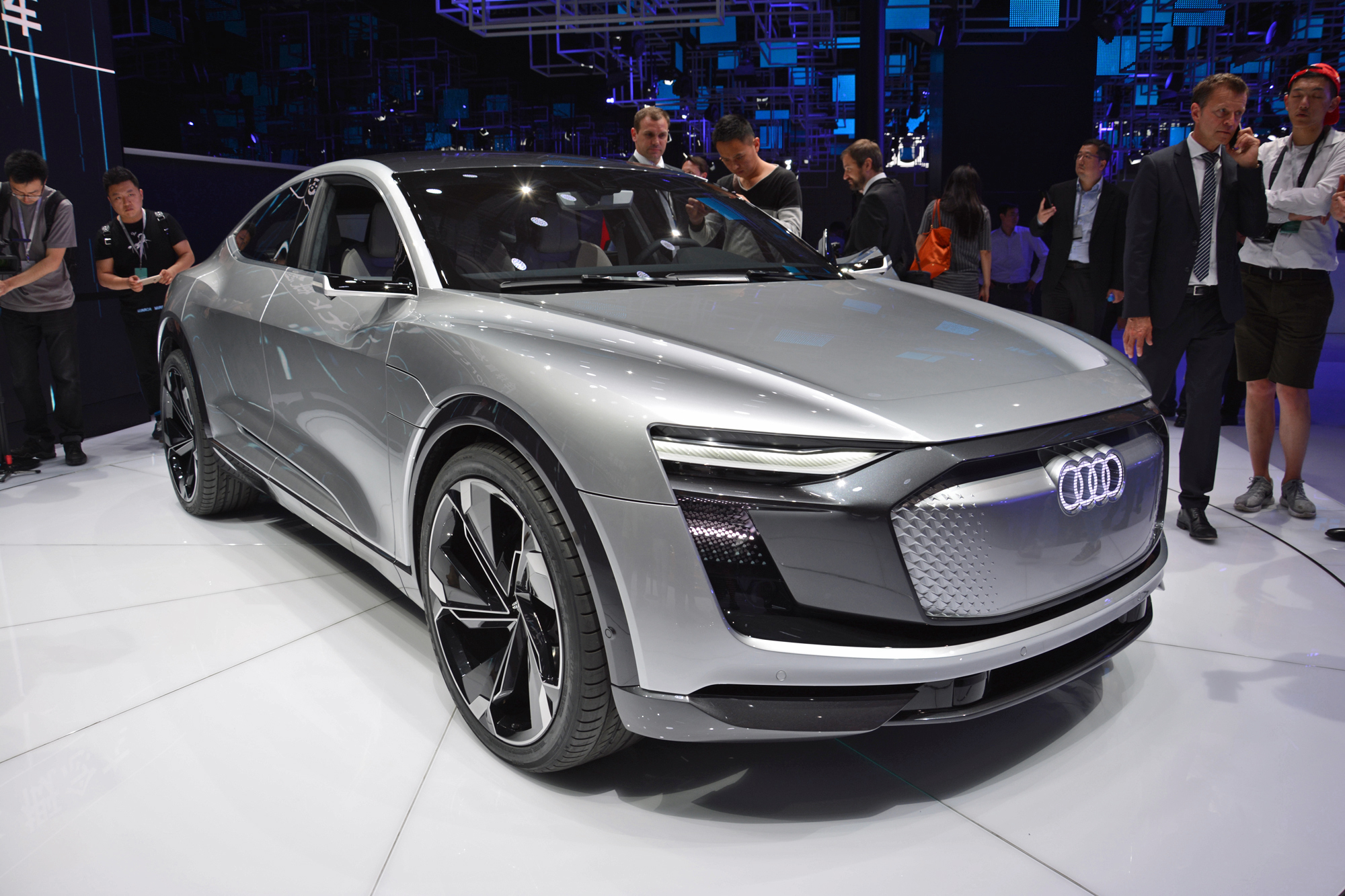 e tron sportback concept previews audi electric car coming in 2019. Black Bedroom Furniture Sets. Home Design Ideas