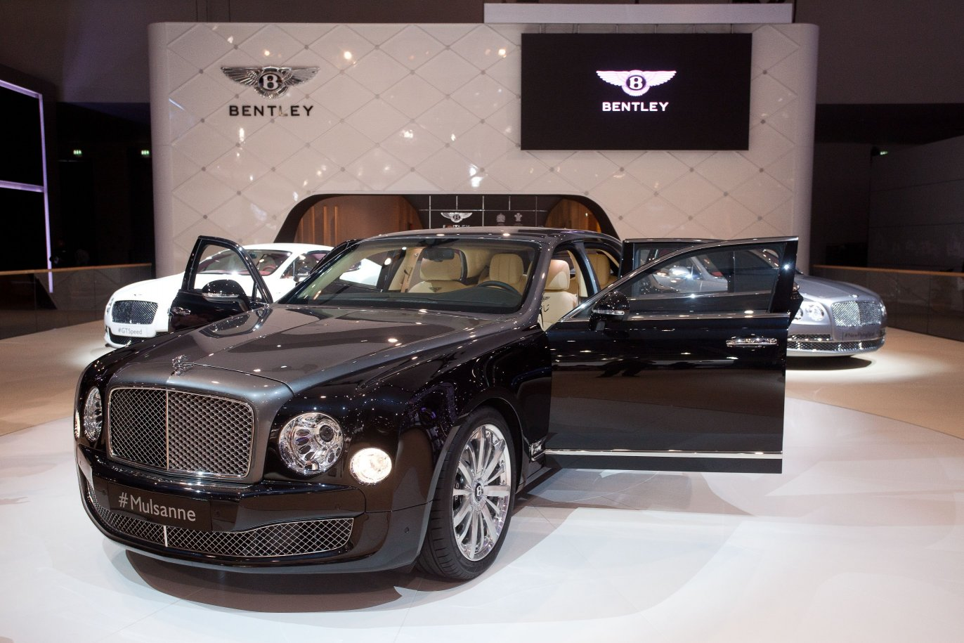 bentley mulsanne shaheen debuts in dubai inspired by eagles. Black Bedroom Furniture Sets. Home Design Ideas